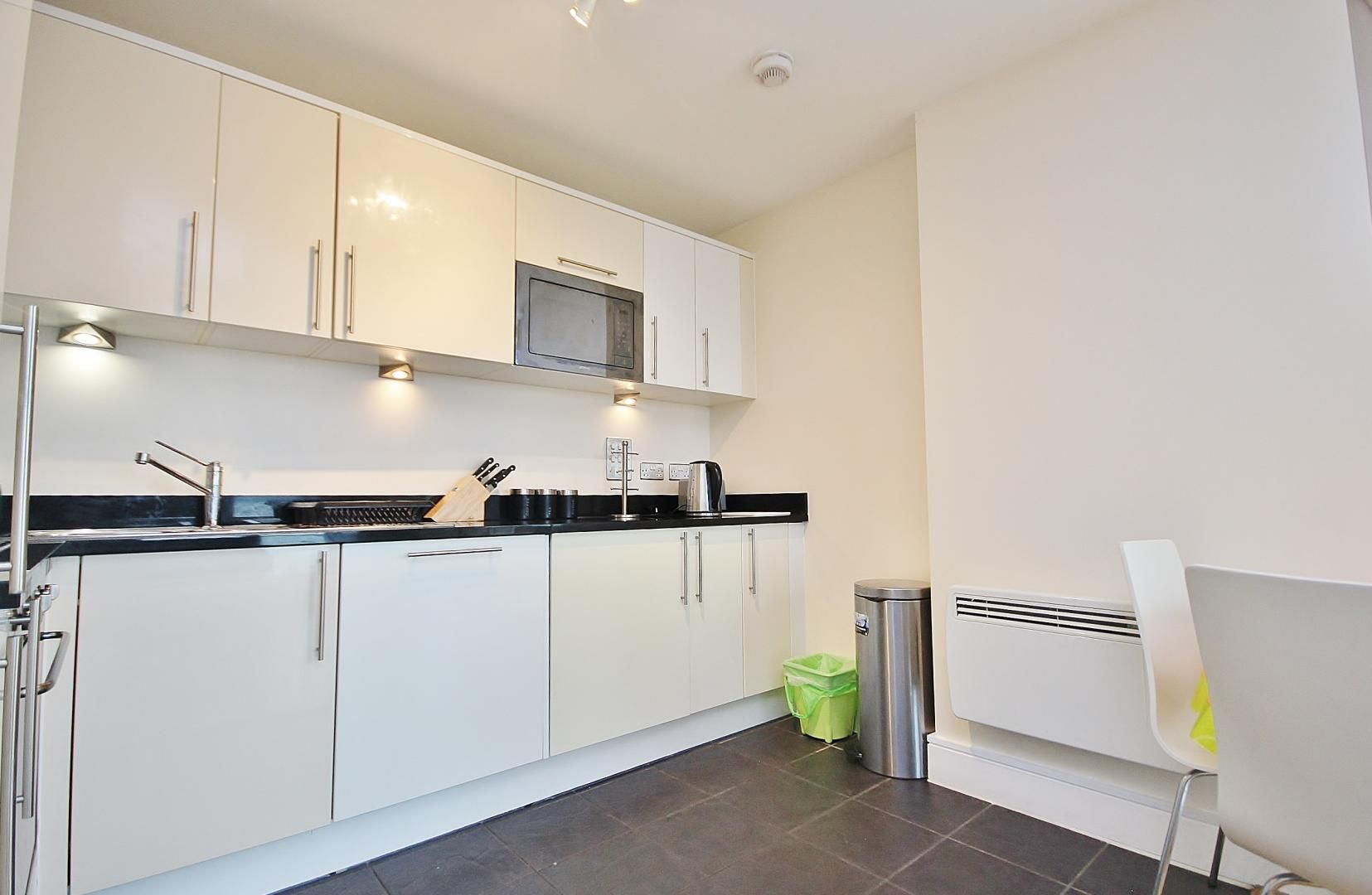 2 bed flat to rent in Wharfside Point South  - Property Image 3