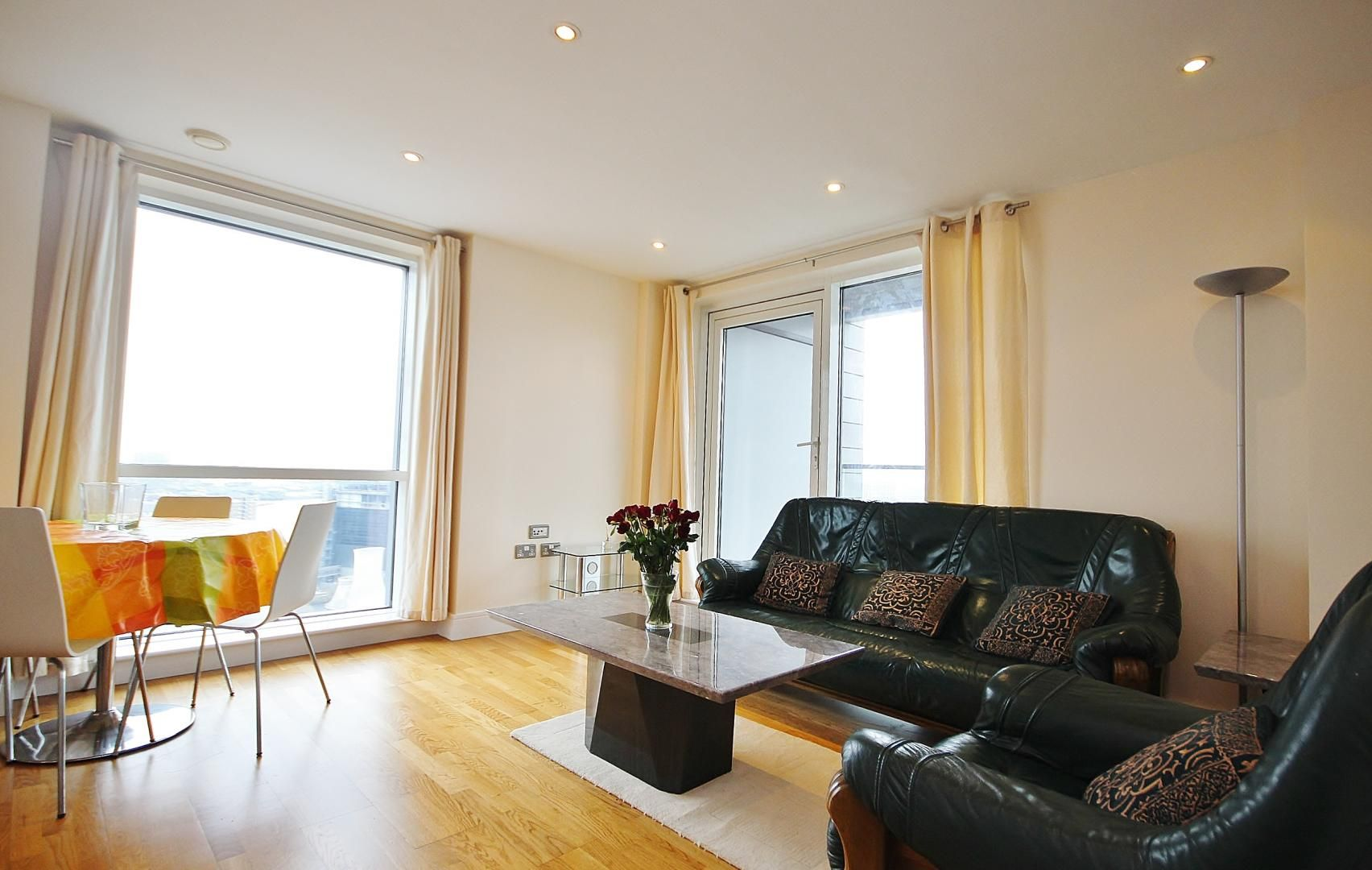 2 bed flat to rent in Wharfside Point South  - Property Image 5