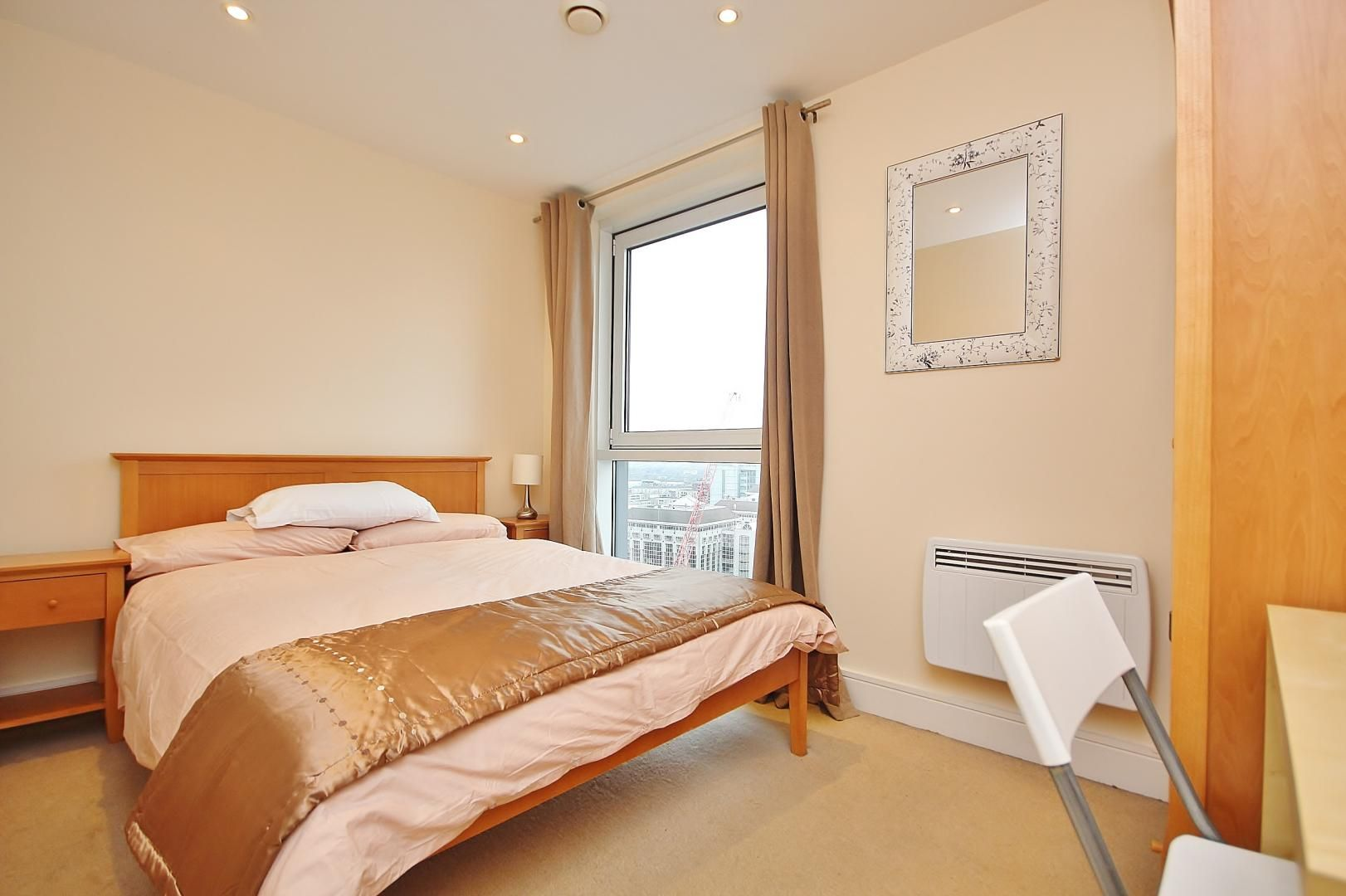2 bed flat to rent in Wharfside Point South  - Property Image 8