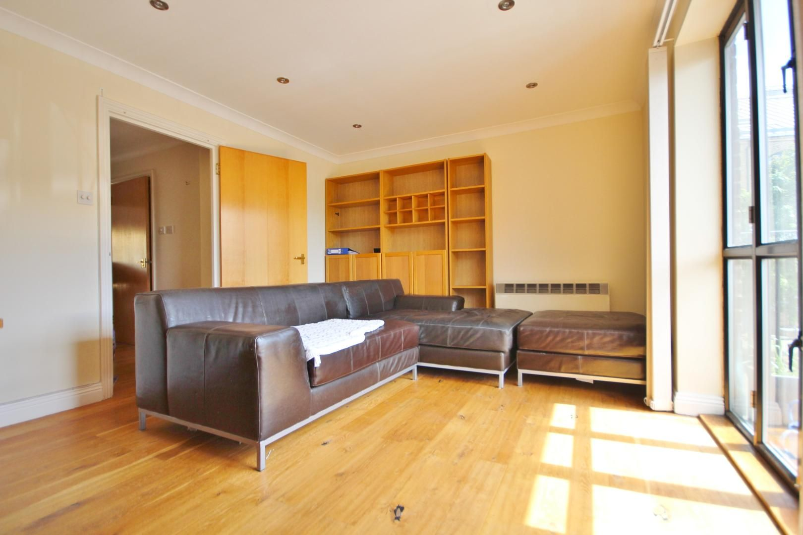 2 bed flat to rent in Brunel House  - Property Image 1