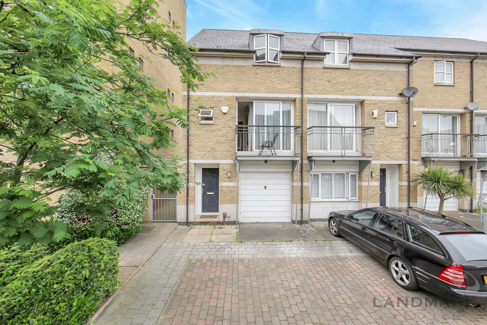 4 bed house to rent in Bering Square  - Property Image 1