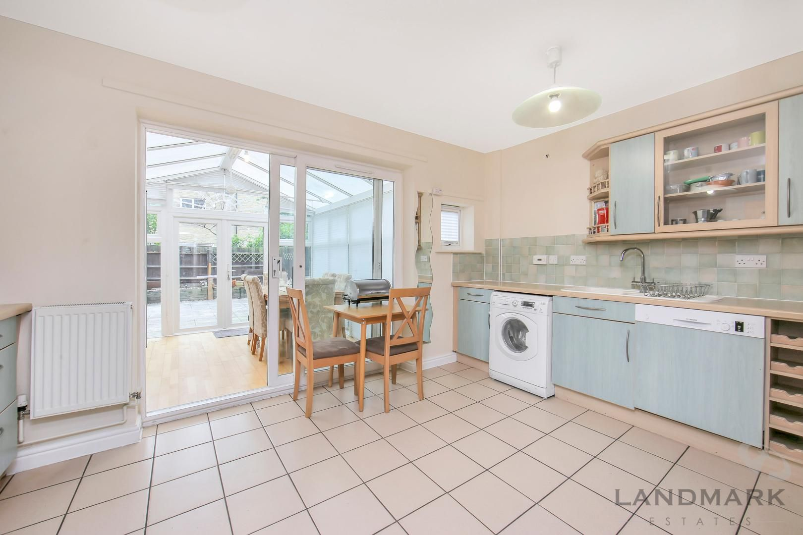 4 bed house to rent in Bering Square  - Property Image 3