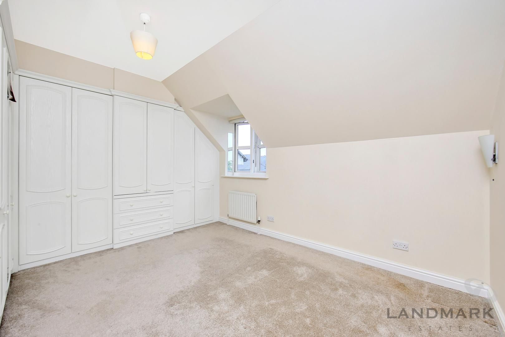 4 bed house to rent in Bering Square  - Property Image 7