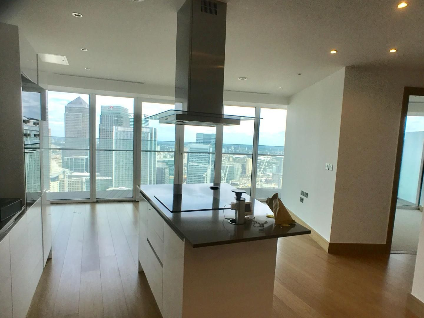 1 bed flat to rent in Arena Tower, E14