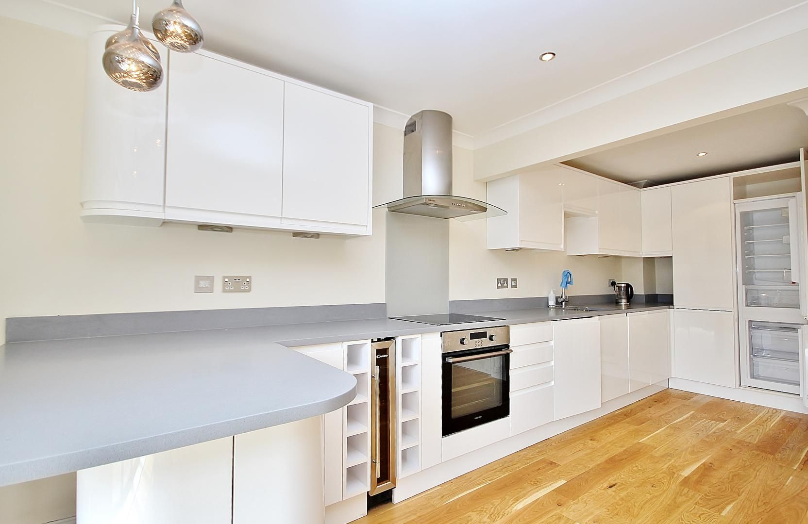 2 bed flat to rent in Brunel House, E14