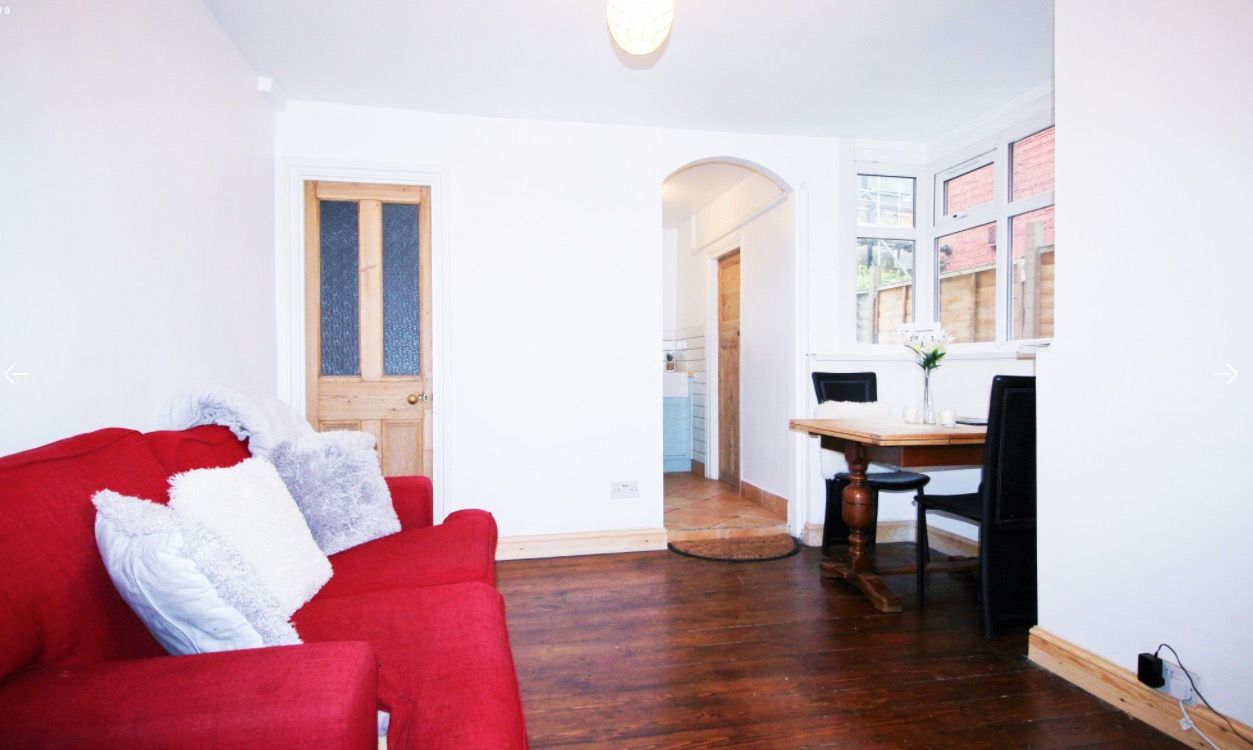 2 bed flat to rent in New Barn Street  - Property Image 2