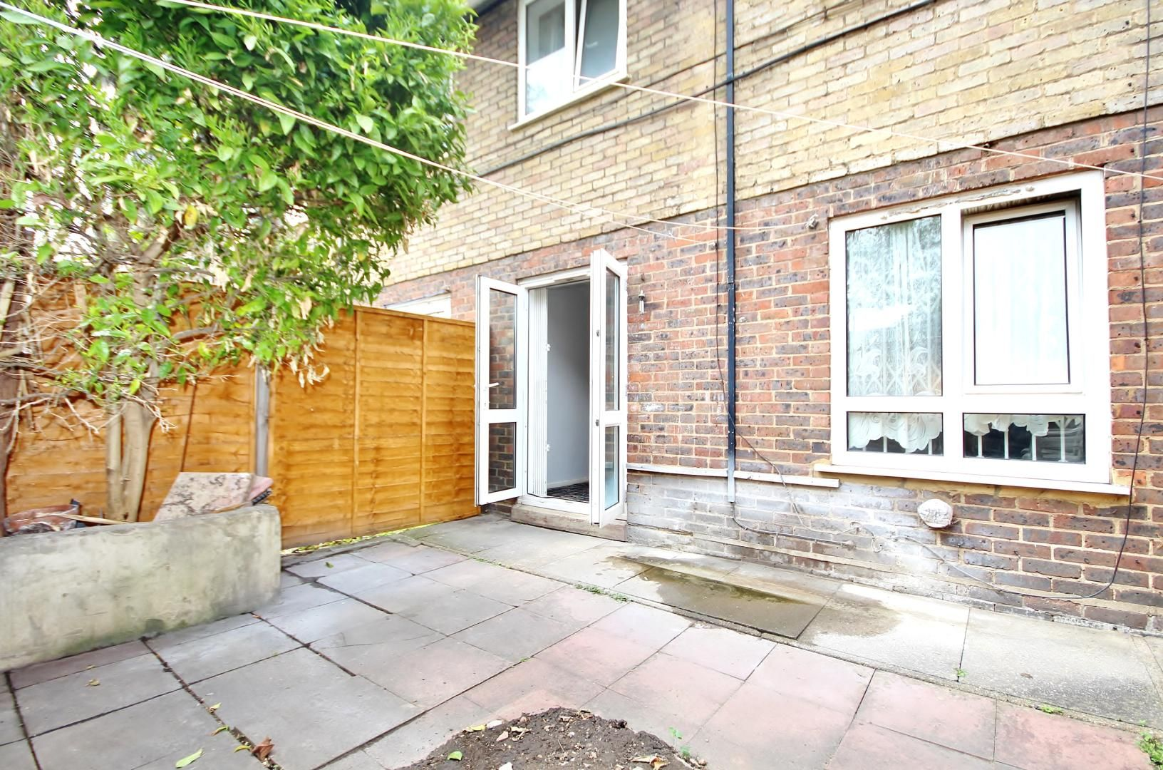 3 bed flat for sale in Thorogood Gardens, E15