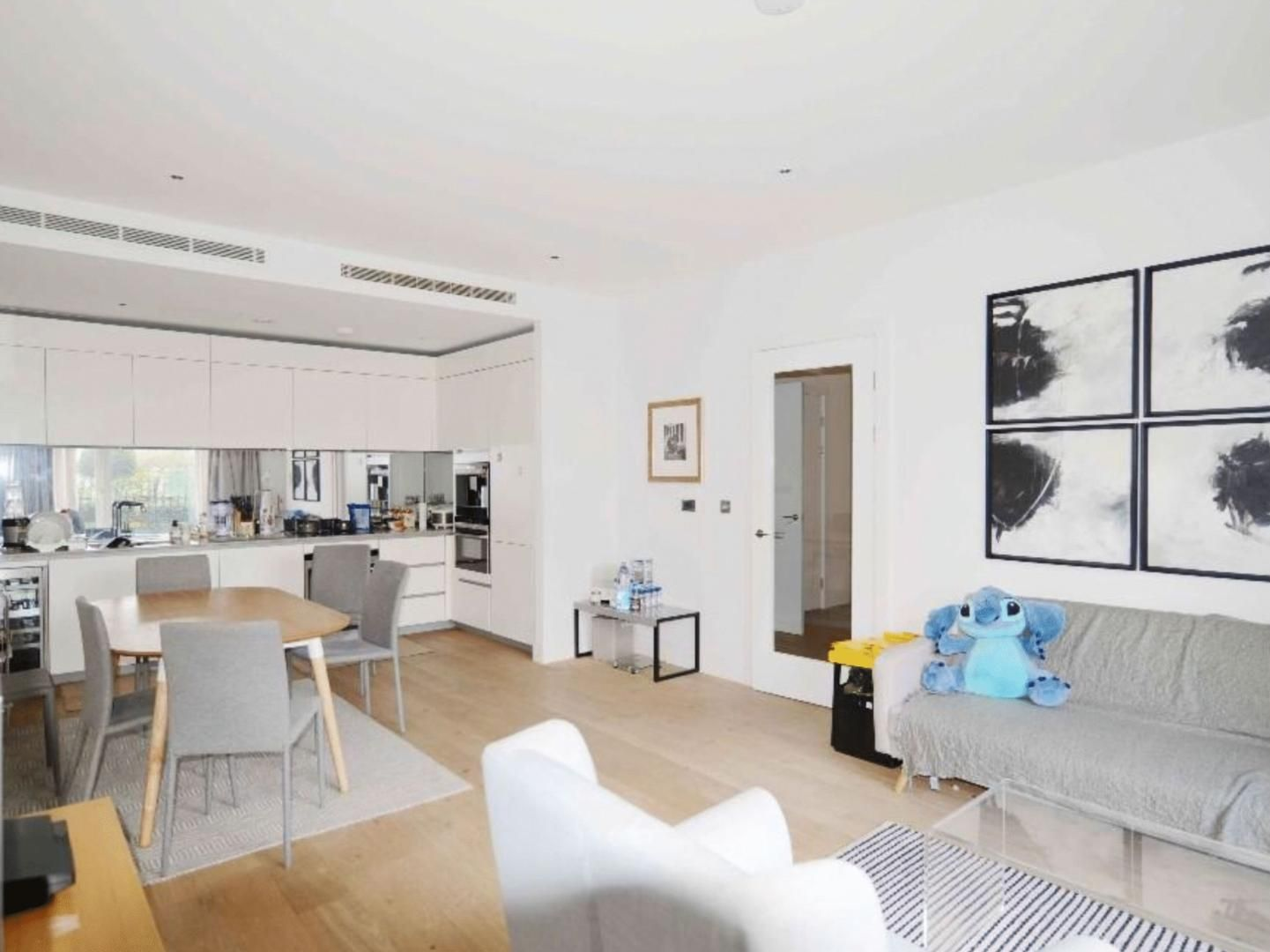 2 bed  to rent in Ebury Bridge Road  - Property Image 1