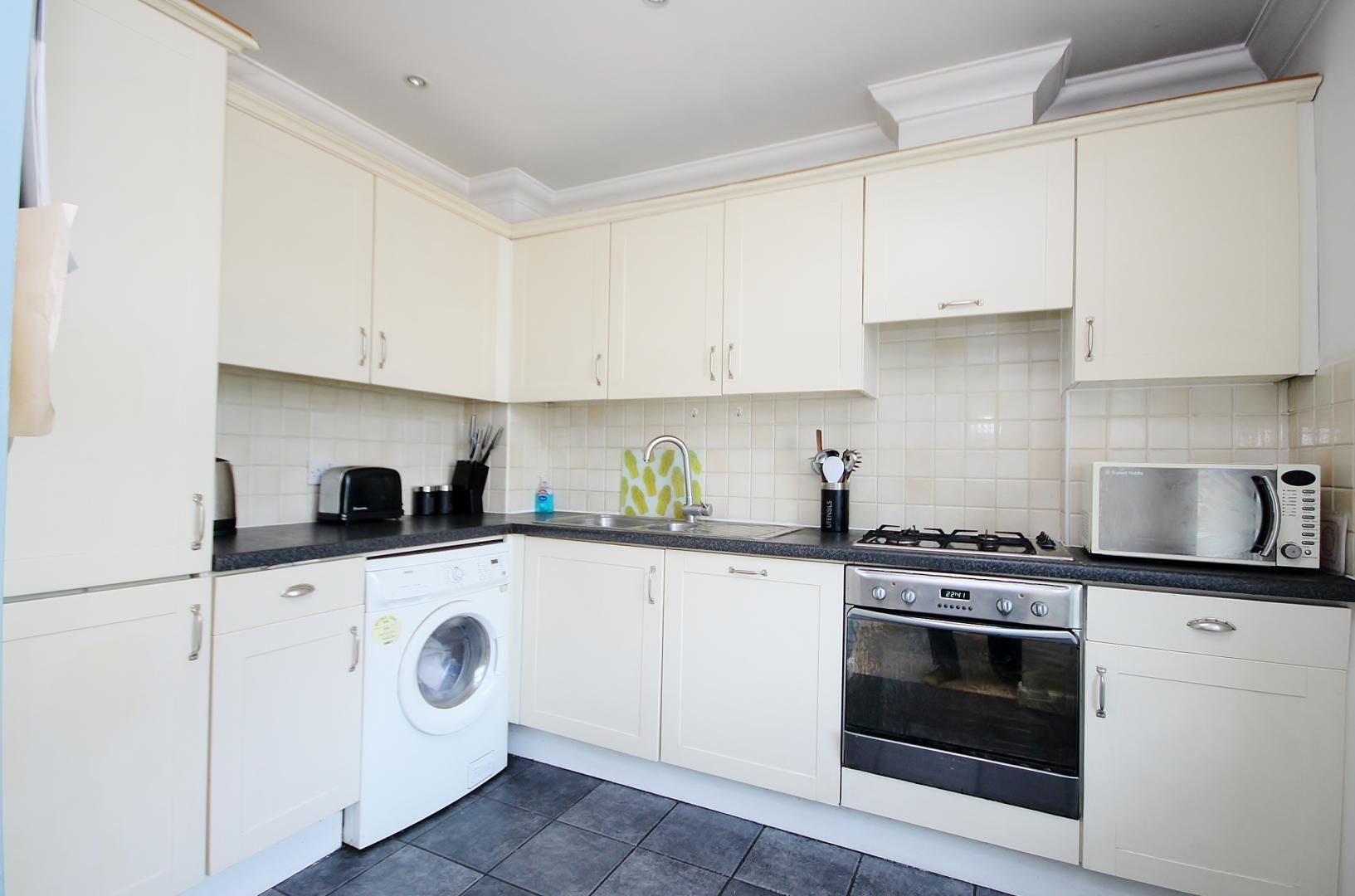 2 bed flat for sale in Walkers Lodge  - Property Image 3
