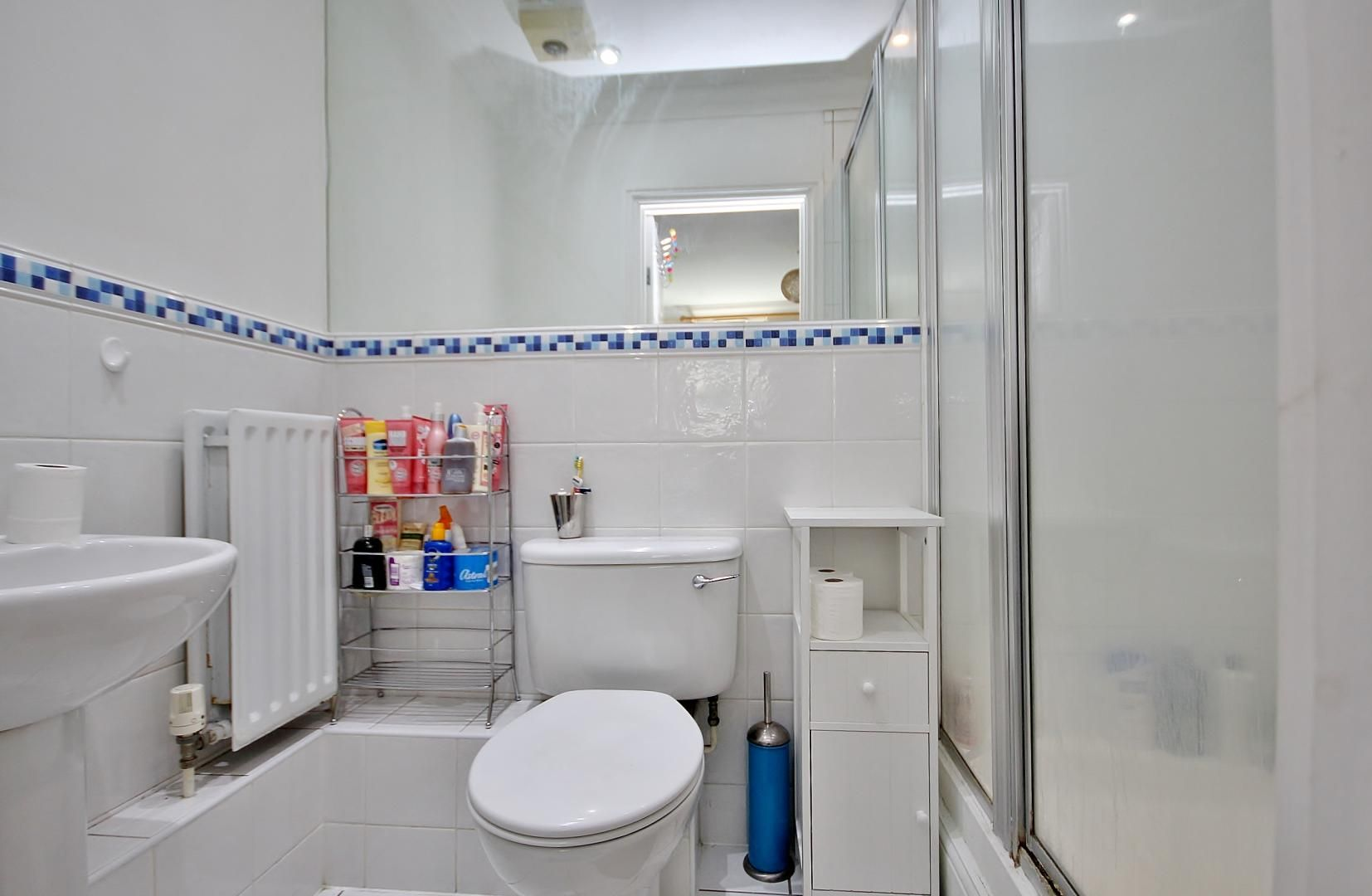 2 bed flat for sale in Walkers Lodge  - Property Image 7