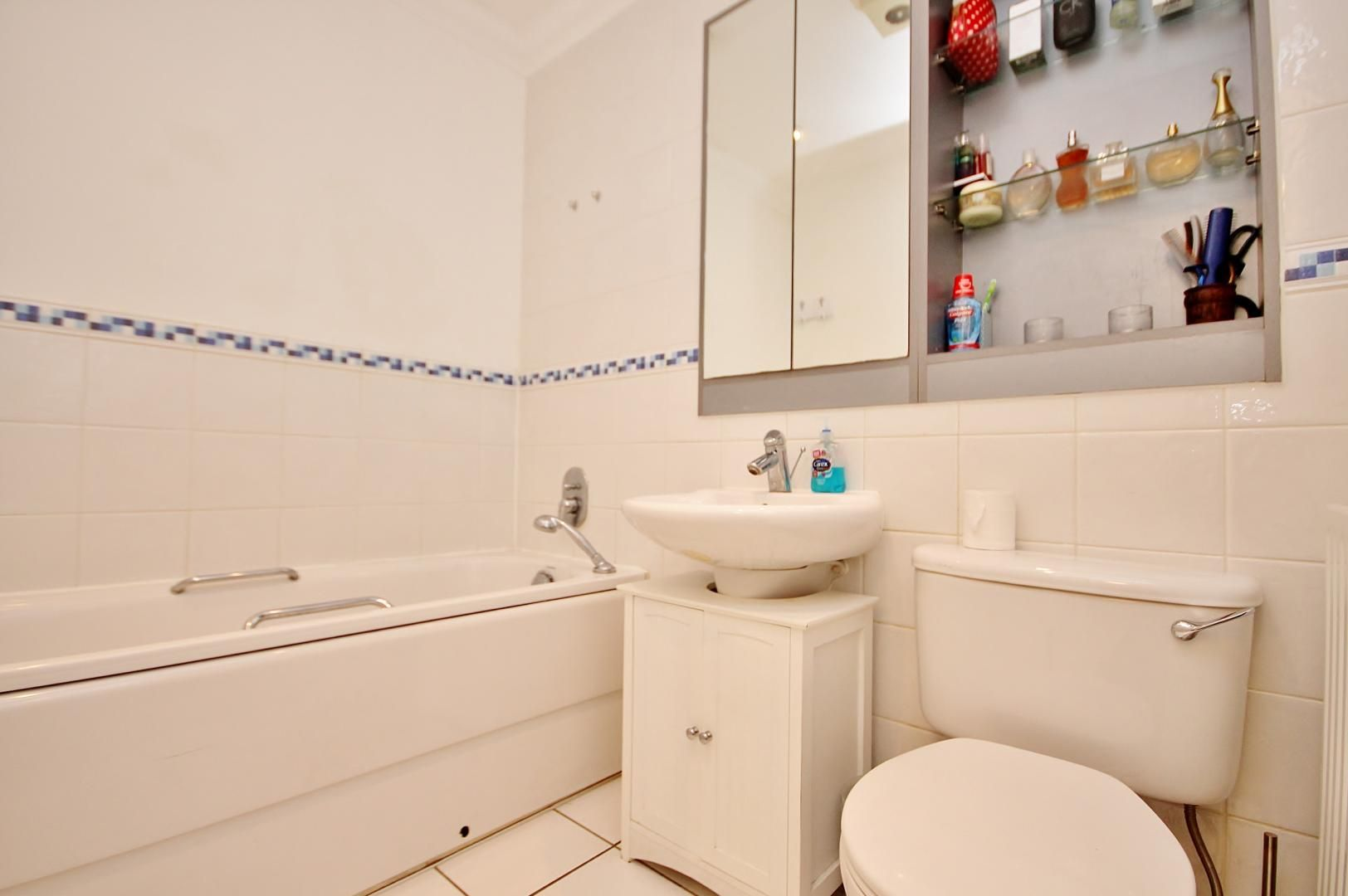 2 bed flat for sale in Walkers Lodge  - Property Image 8