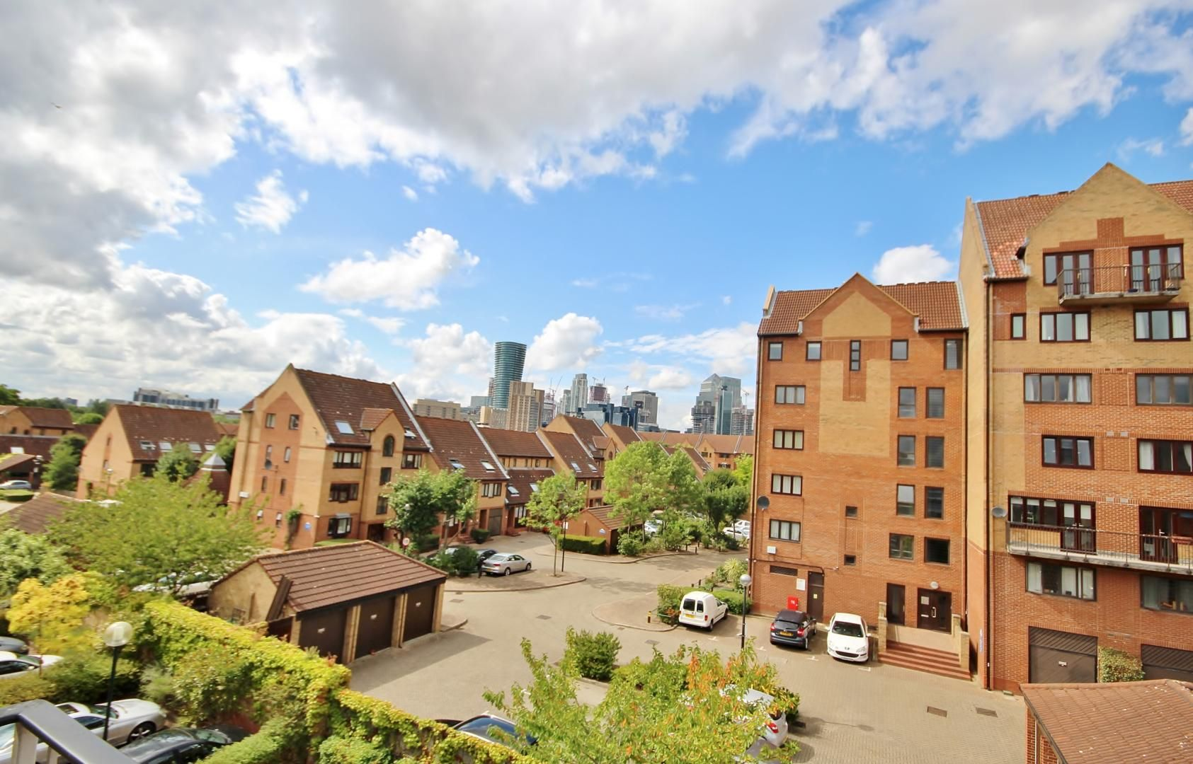 2 bed flat to rent in Cadnam Lodge, E14