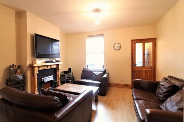 3 bed  for sale in Glendish Road  - Property Image 2