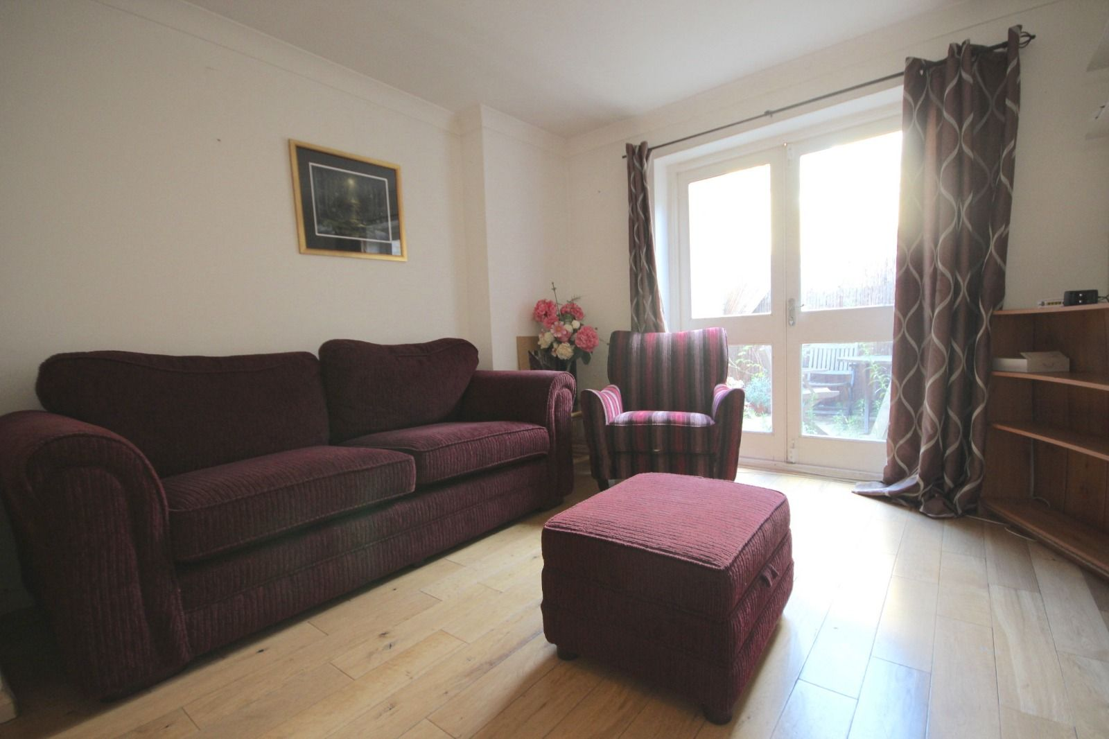 2 bed flat to rent in Southgate Road, N1