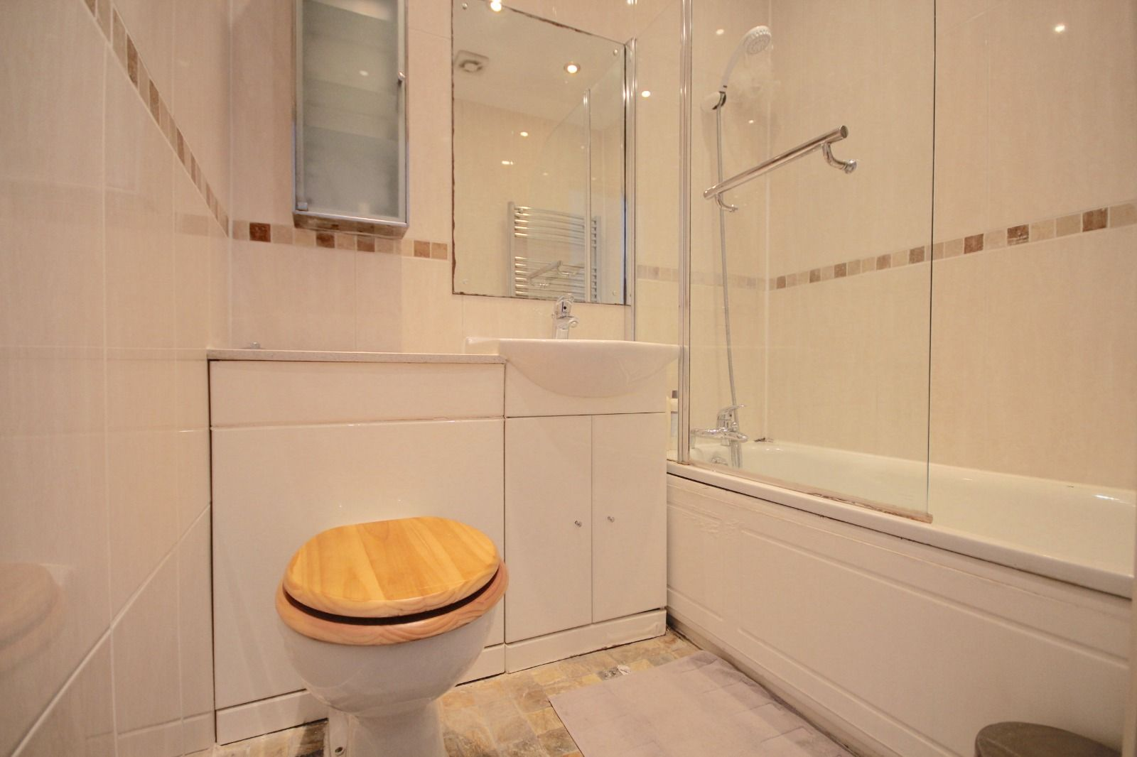 2 bed flat to rent in Southgate Road  - Property Image 4