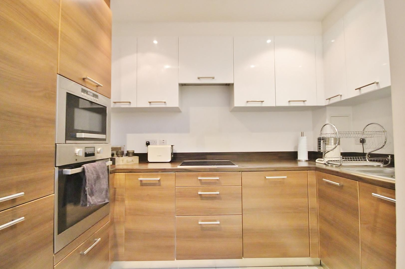 2 bed flat to rent in Forge Square, E14