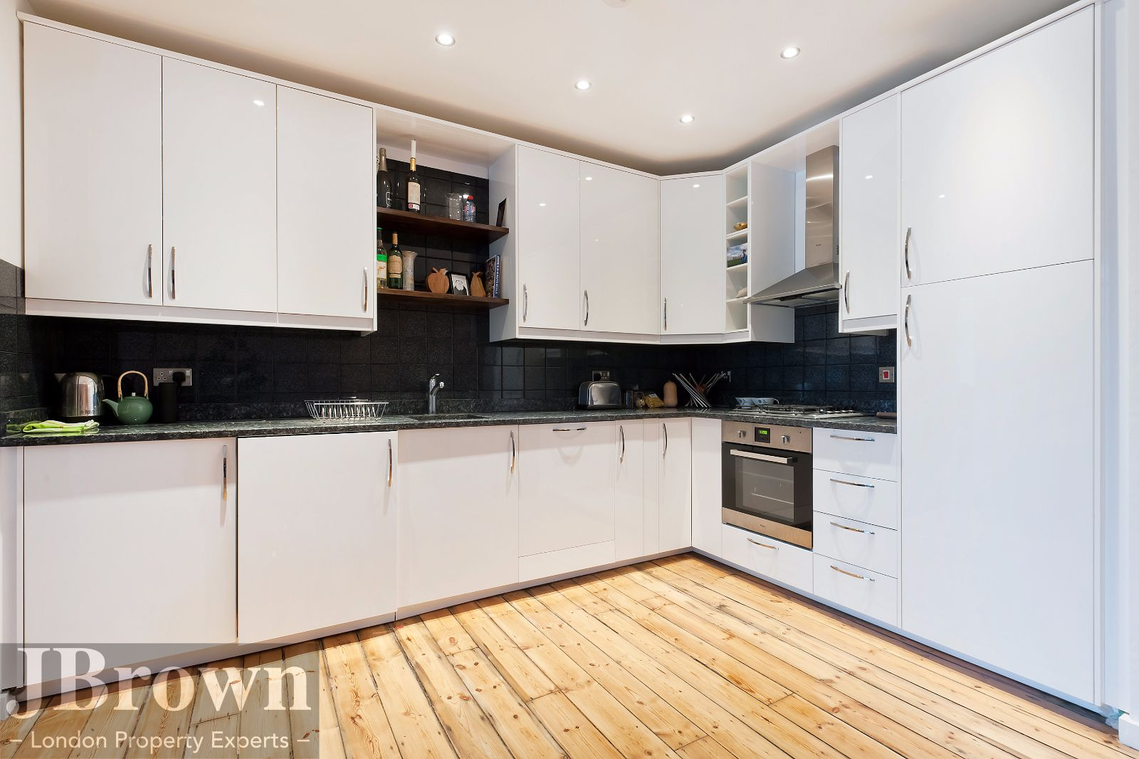 2 bed flat to rent in Nexus House - Property Image 1