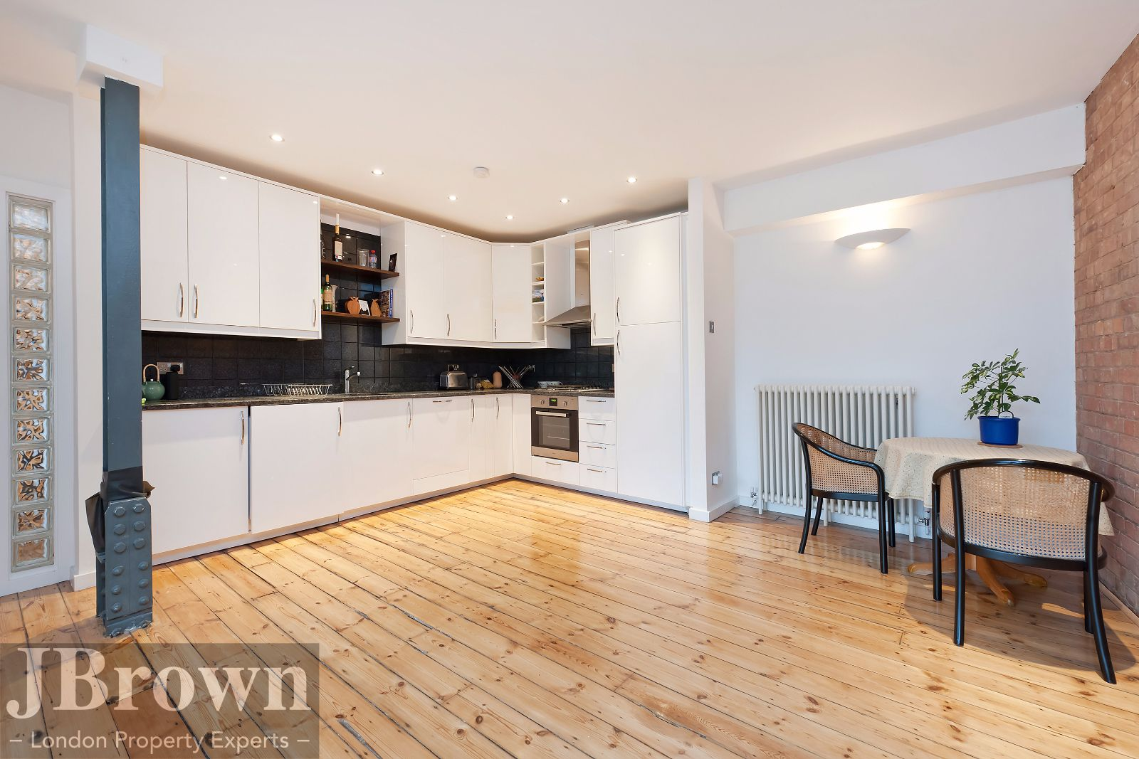 2 bed flat to rent in Nexus House  - Property Image 2