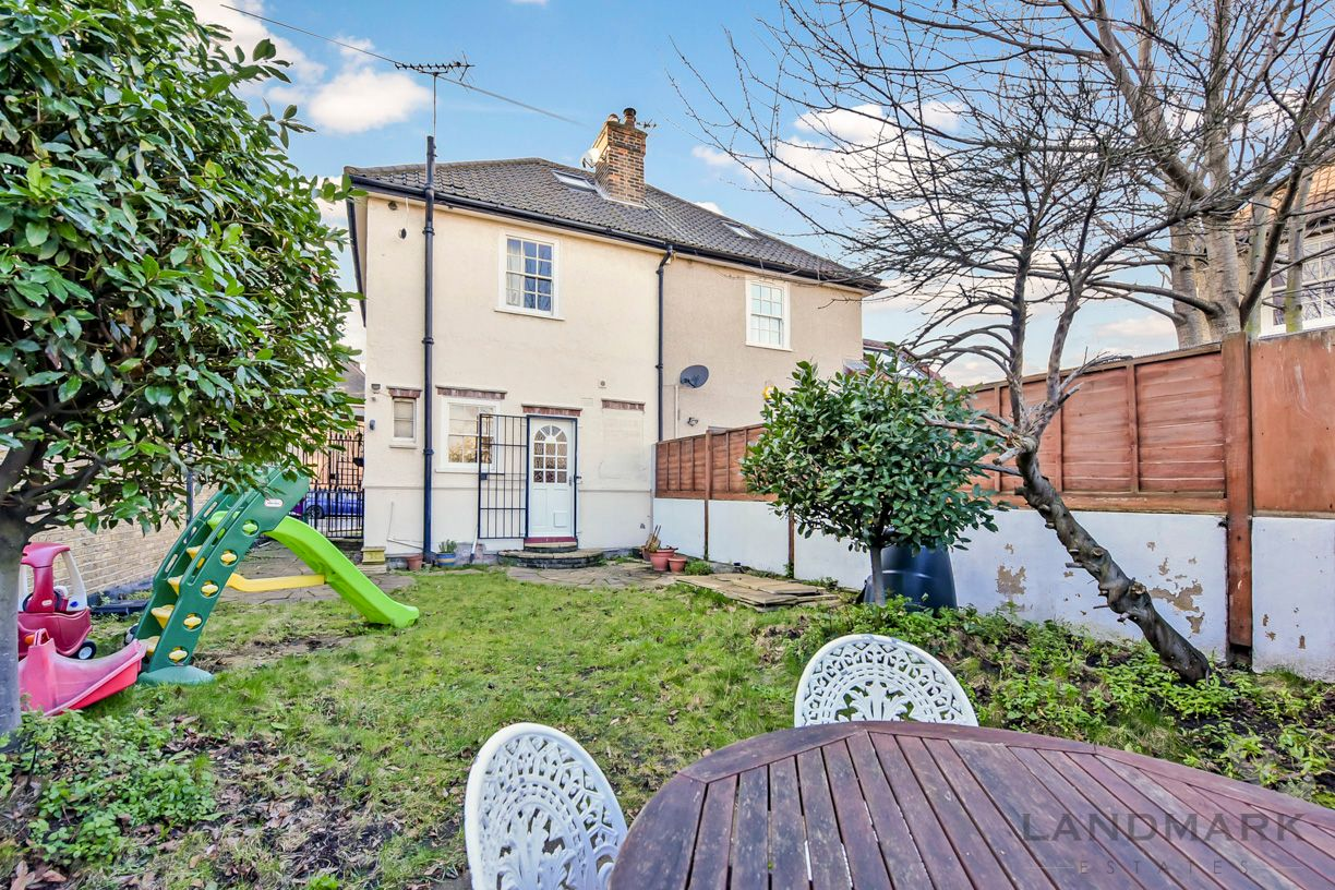 2 bed house for sale in East Ferry Road  - Property Image 8