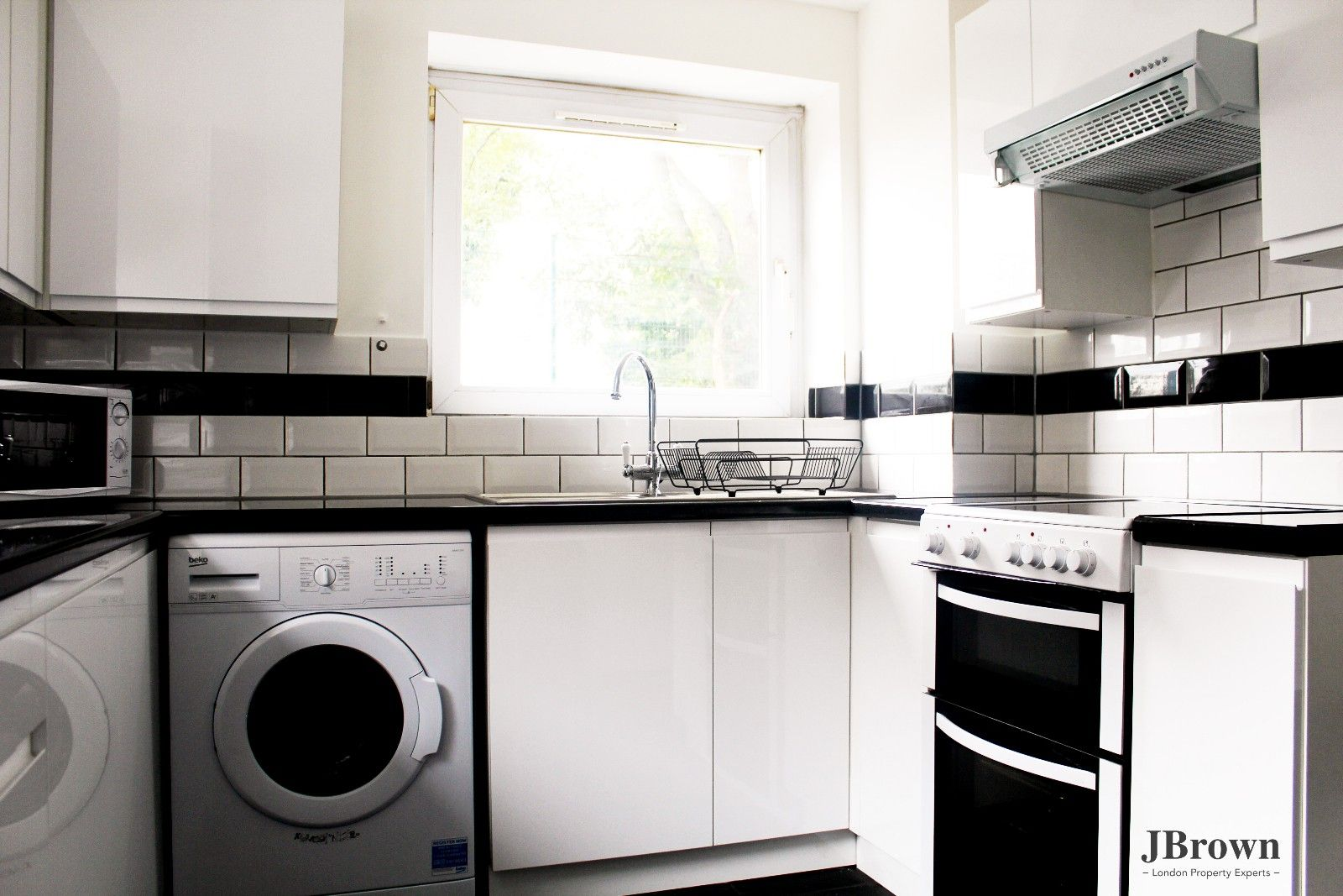 3 bed house to rent in Whitear Walk, E15