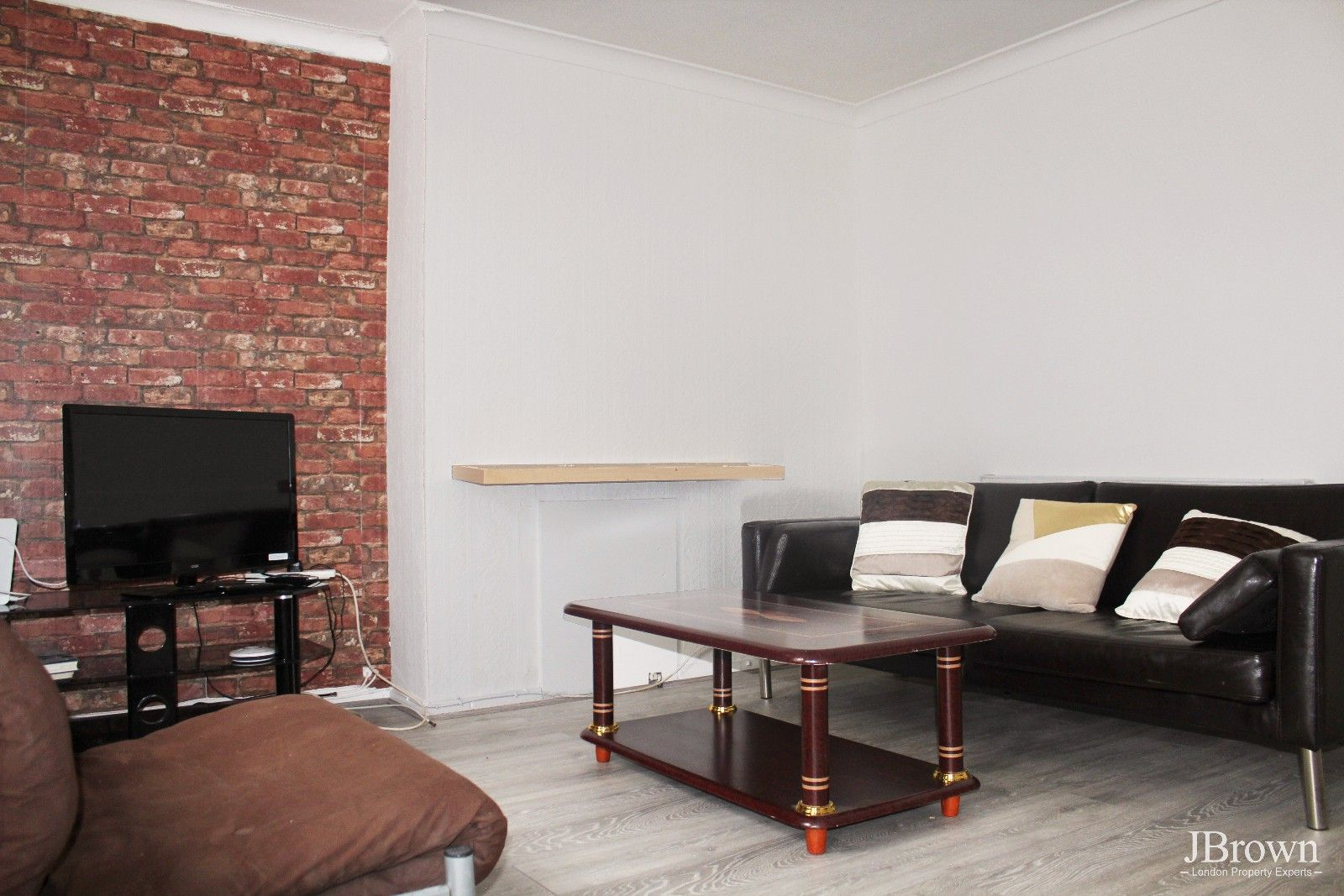3 bed house to rent in Whitear Walk  - Property Image 2