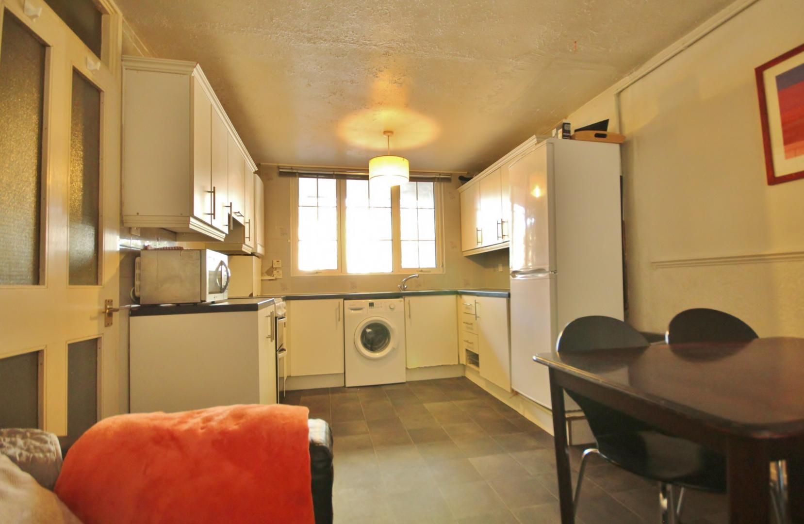 4 bed house to rent in Crowline Walk  - Property Image 3