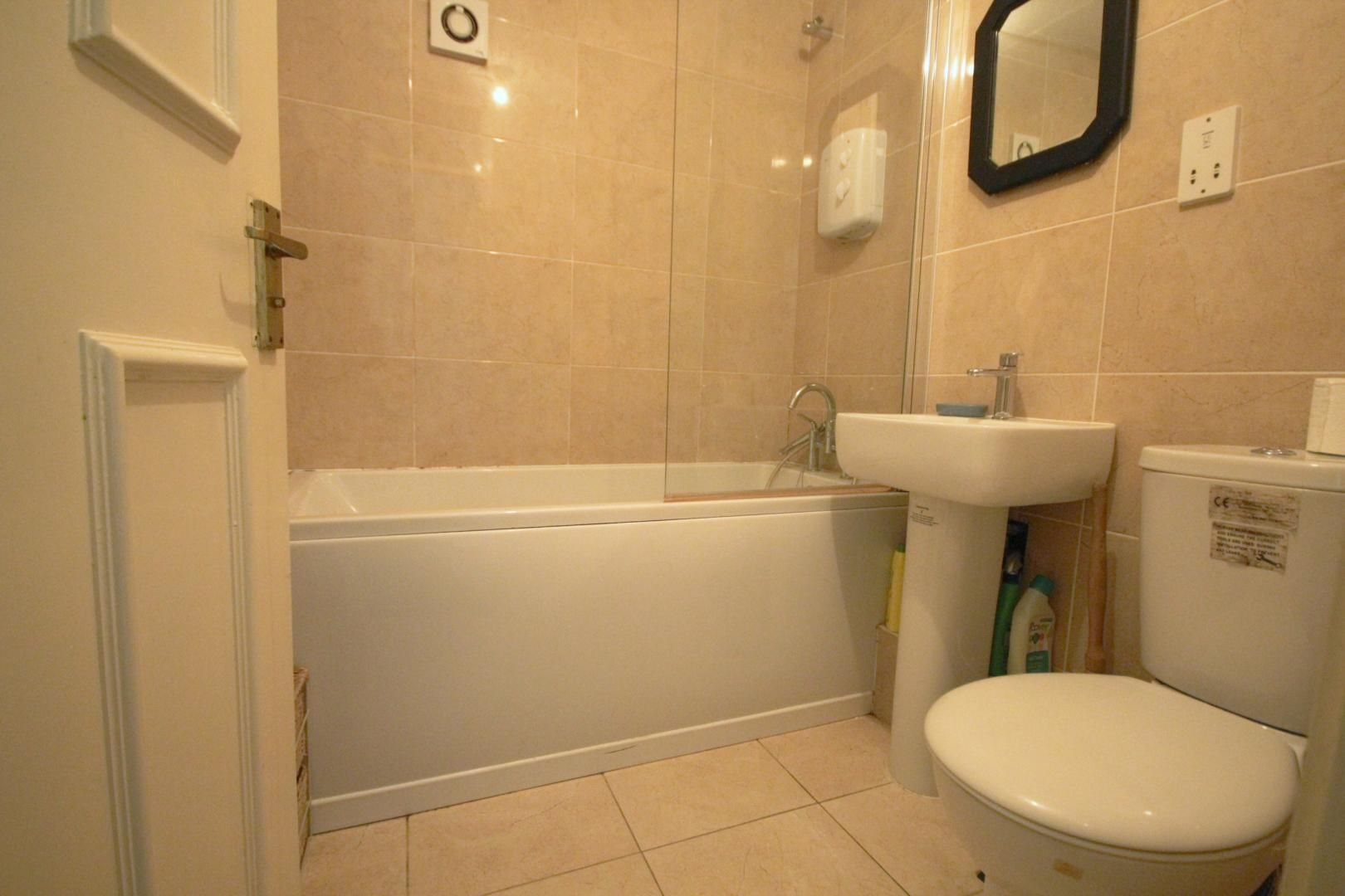 4 bed house to rent in Crowline Walk  - Property Image 10