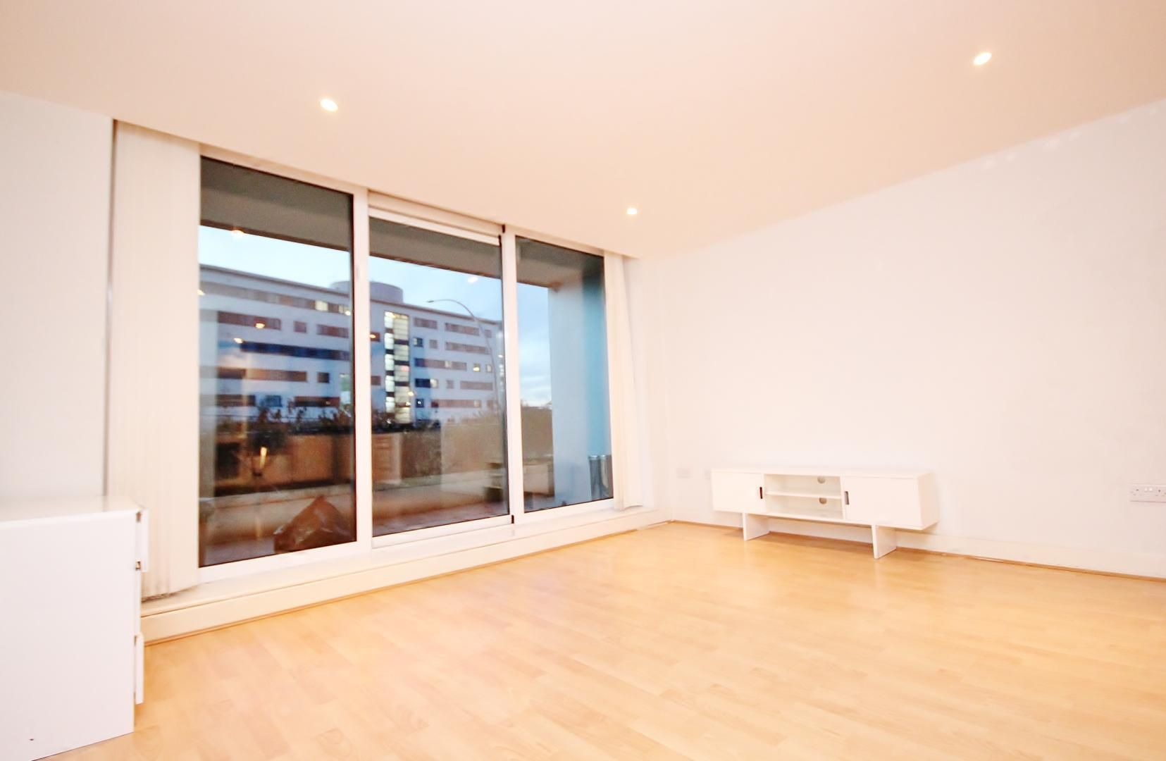1 bed flat for sale in Fathom Court, E16