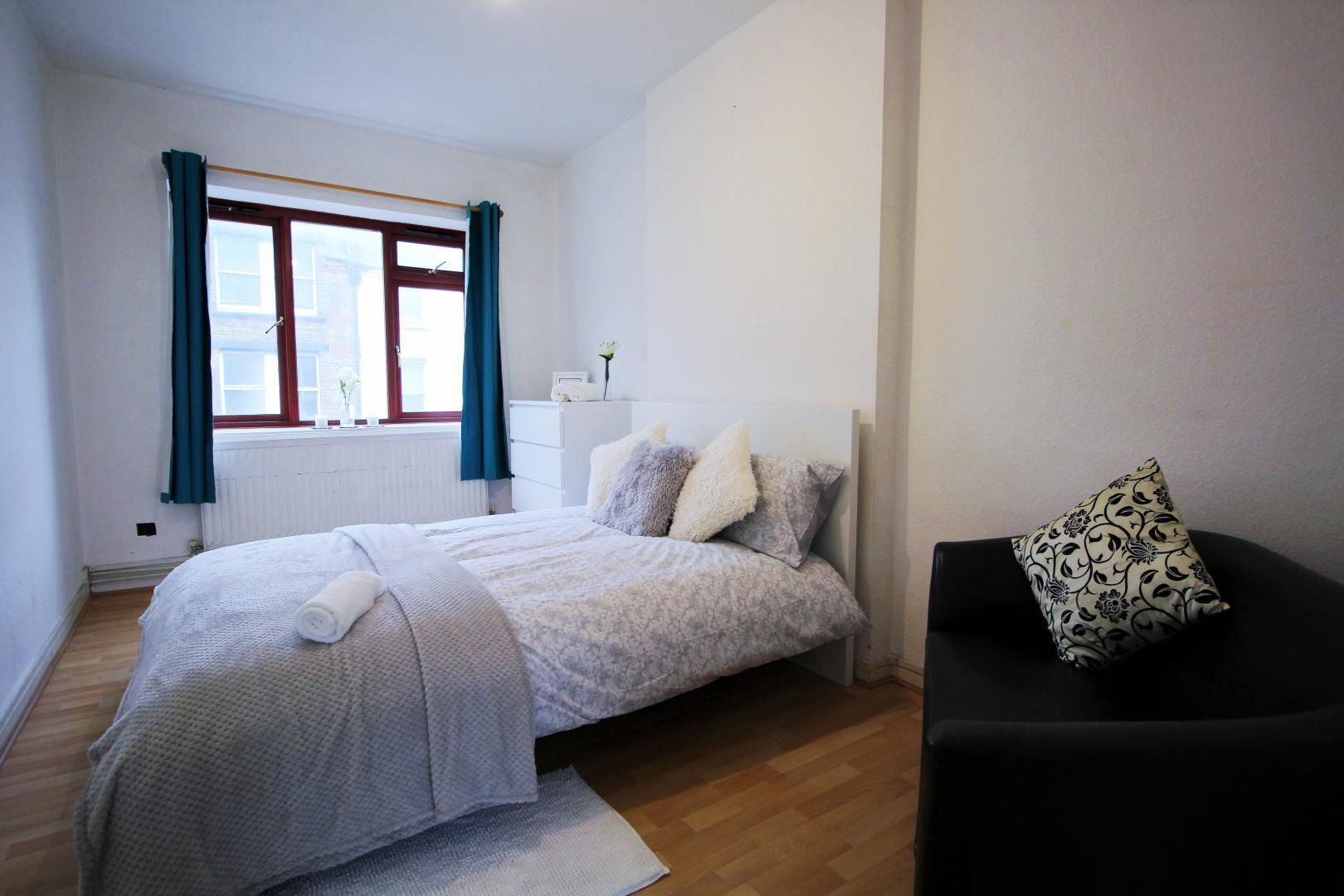 2 bed flat to rent in Wentworth Dwellings  - Property Image 4
