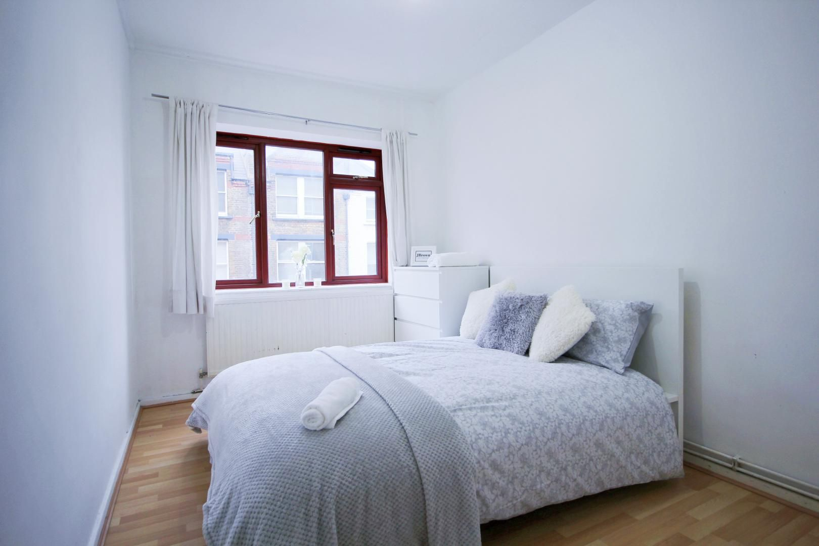 2 bed flat to rent in Wentworth Dwellings  - Property Image 5