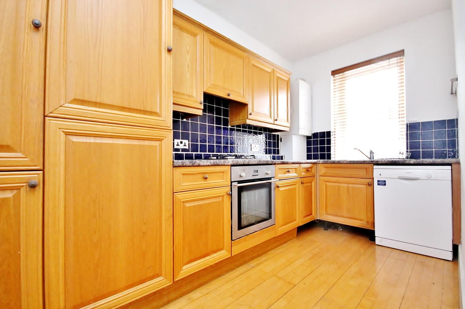 3 bed flat to rent in Germander Way, E15