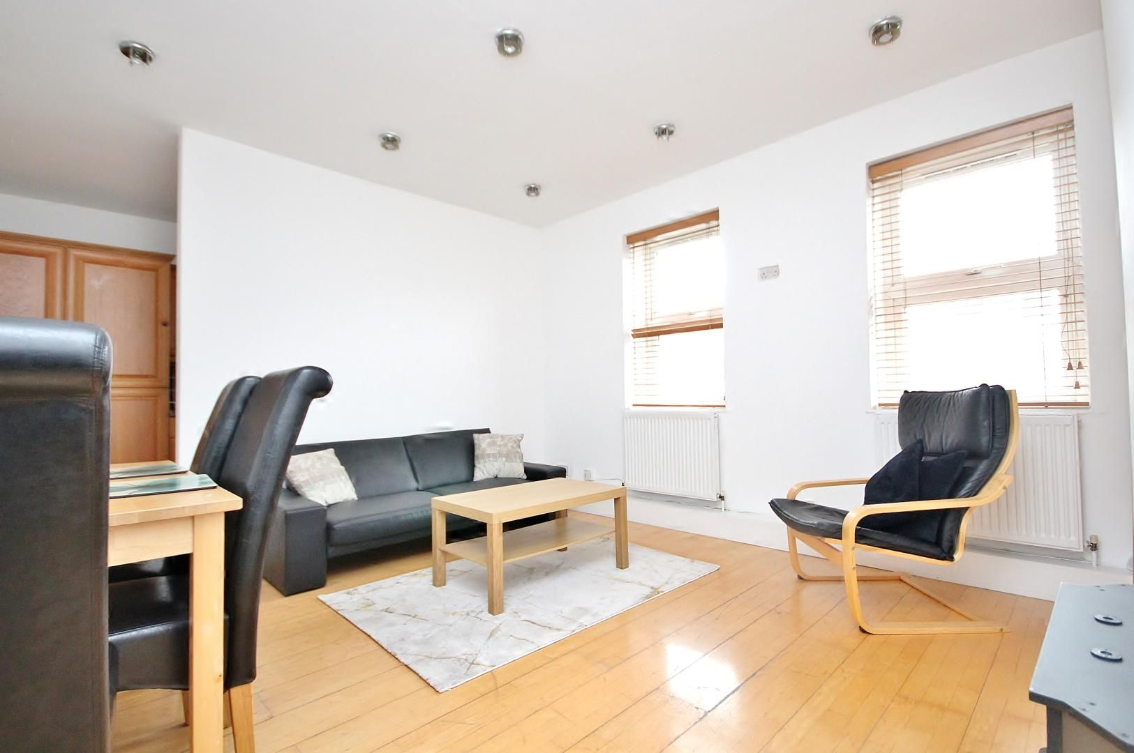 3 bed flat to rent in Germander Way  - Property Image 2