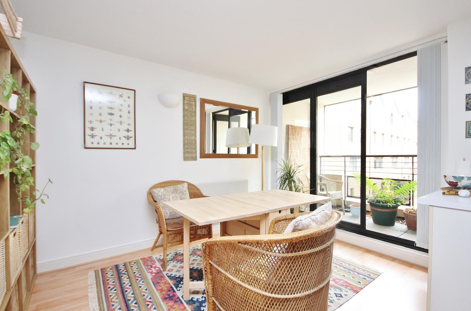 Flat to rent in Chart House, E14