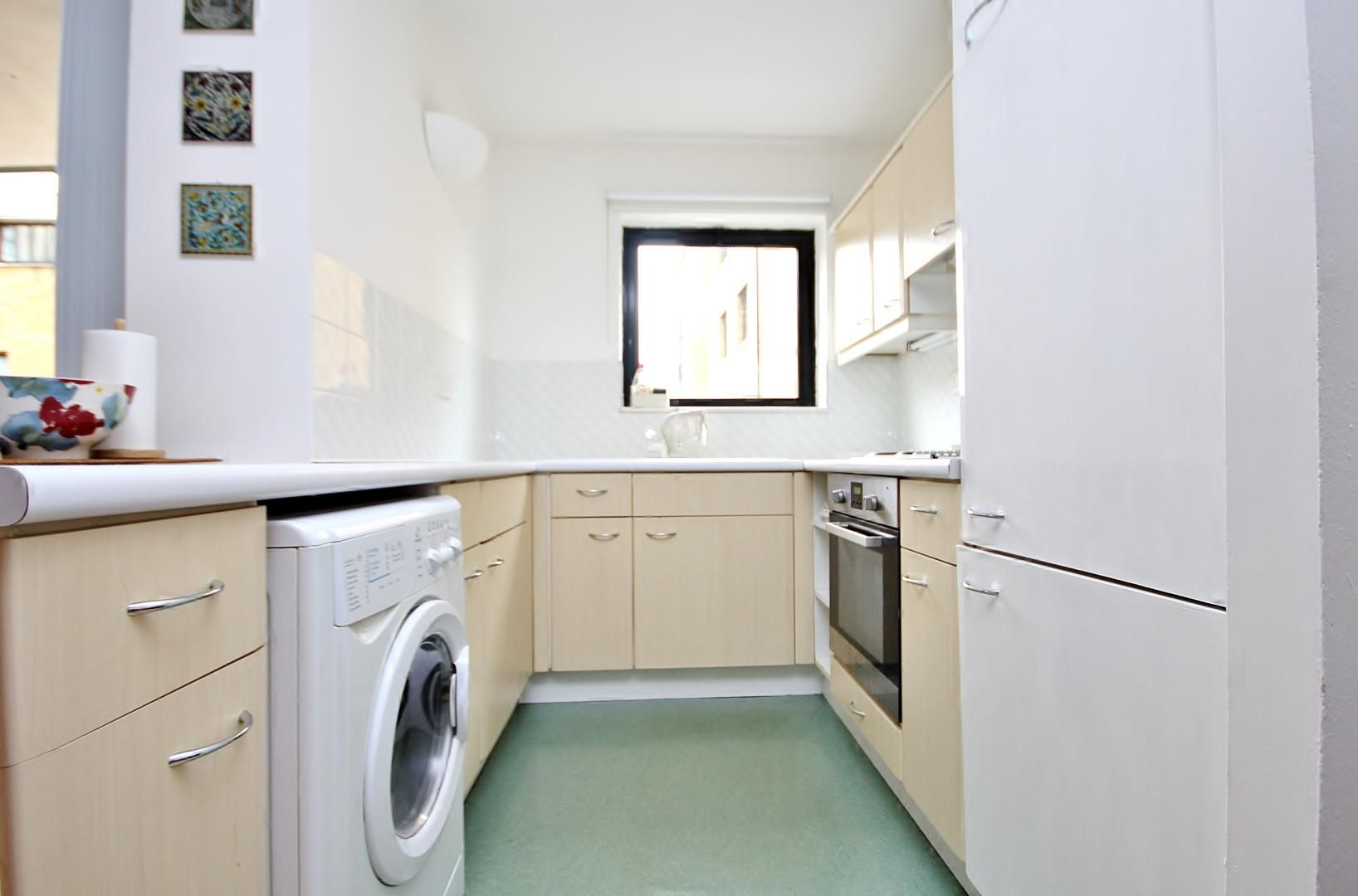 Flat to rent in Chart House  - Property Image 2