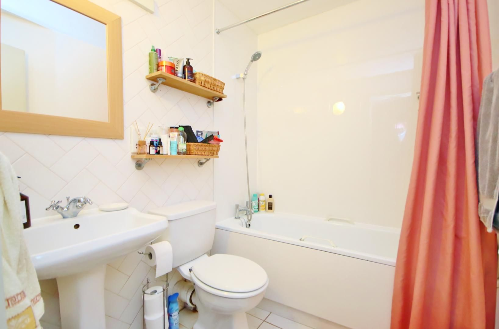Flat to rent in Chart House  - Property Image 10
