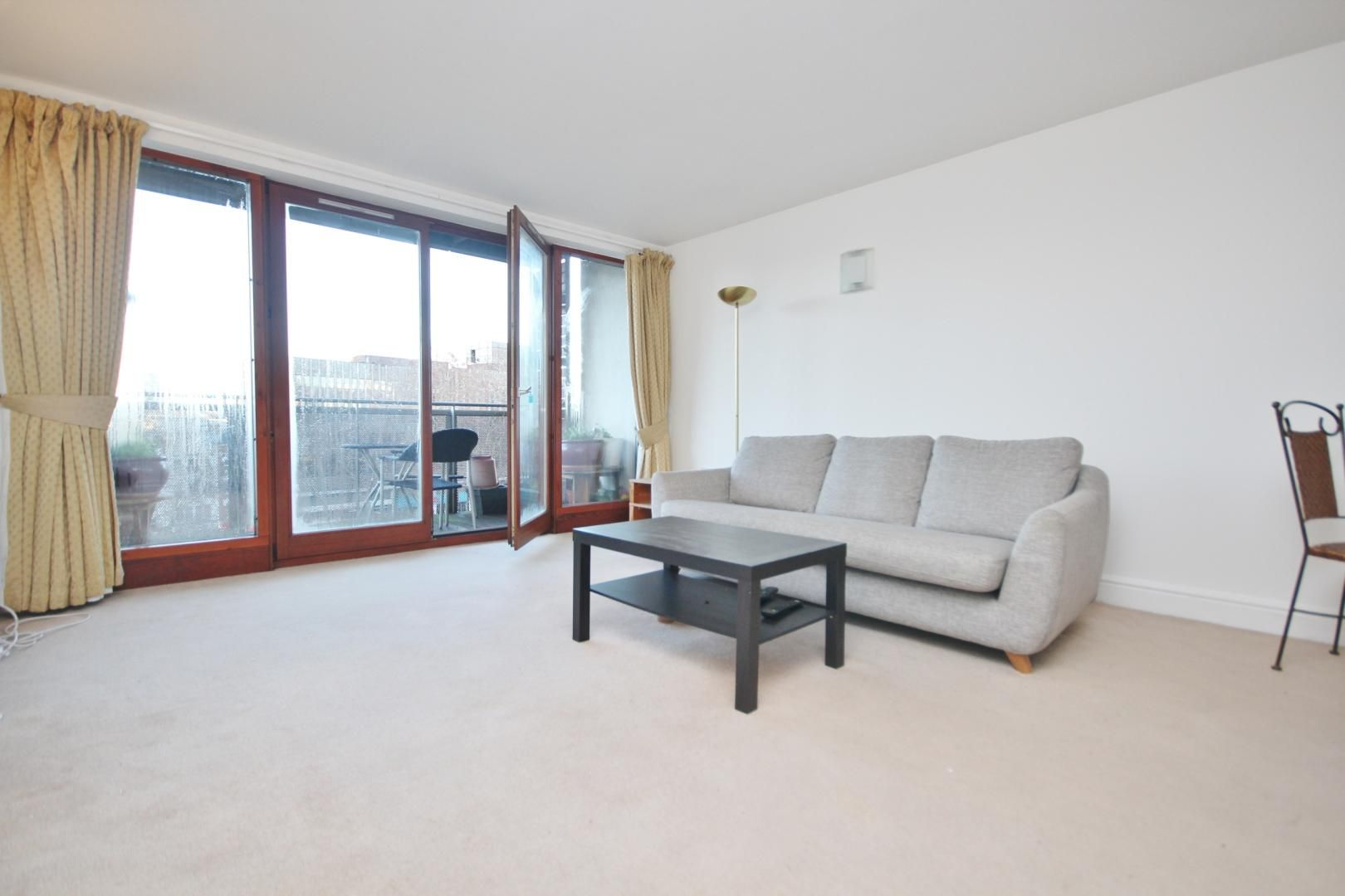 2 bed flat to rent in Naylor Building East, E1