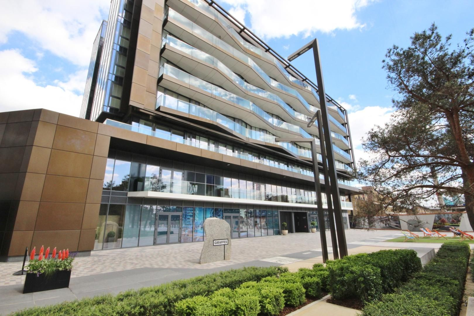 2 bed flat to rent in Counter House, E1W