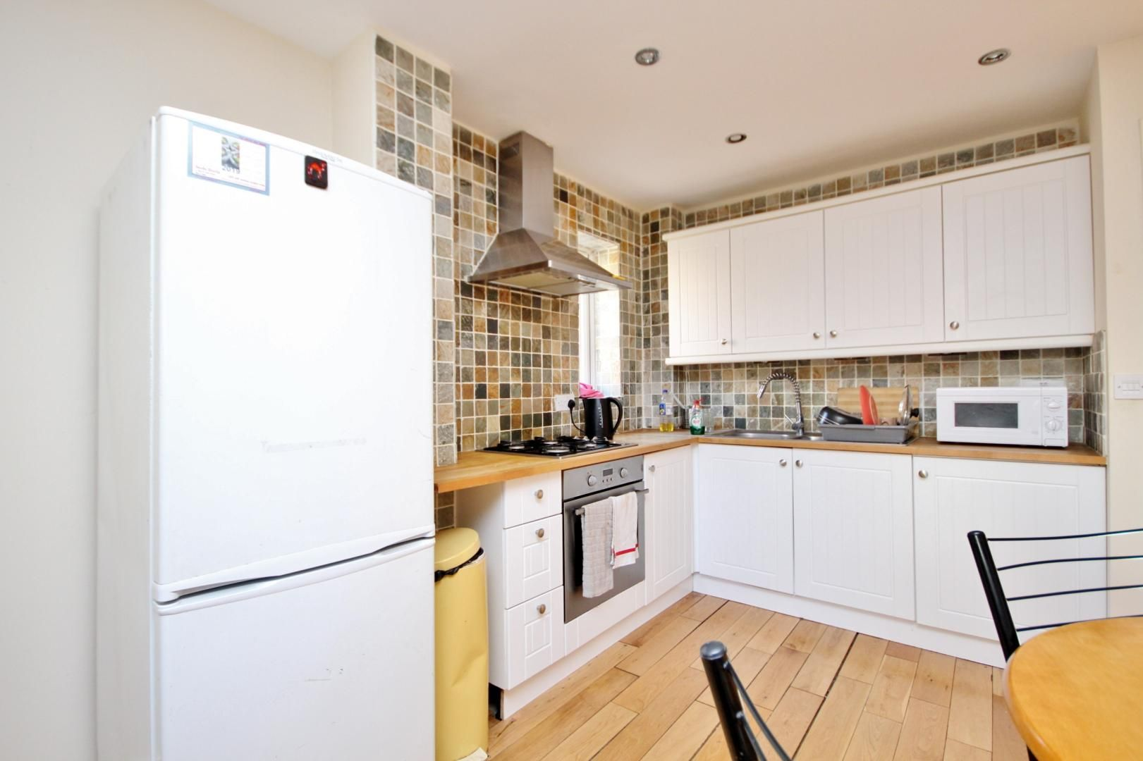 4 bed house to rent in Franklin Place  - Property Image 2