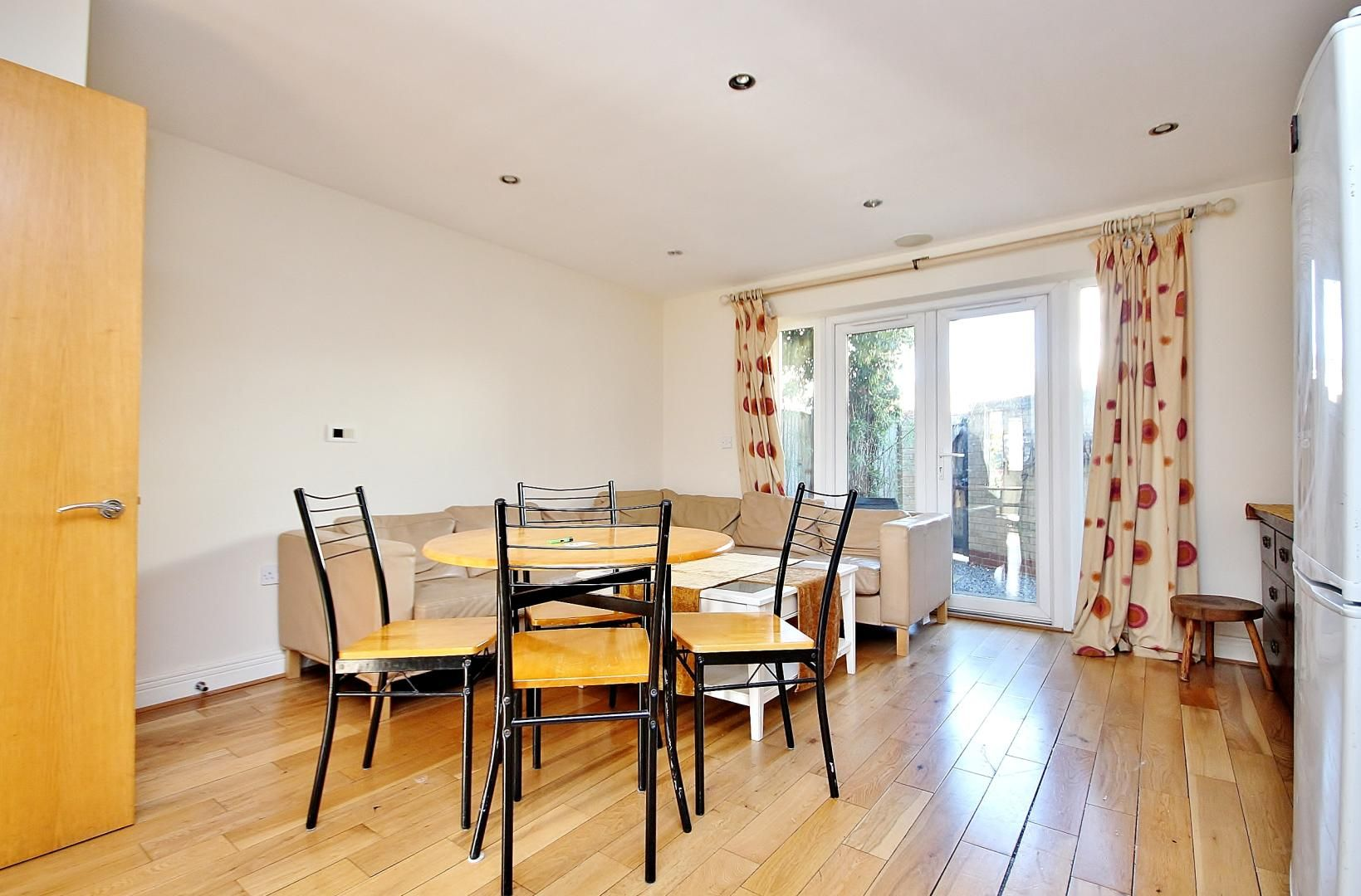 4 bed house to rent in Franklin Place  - Property Image 3