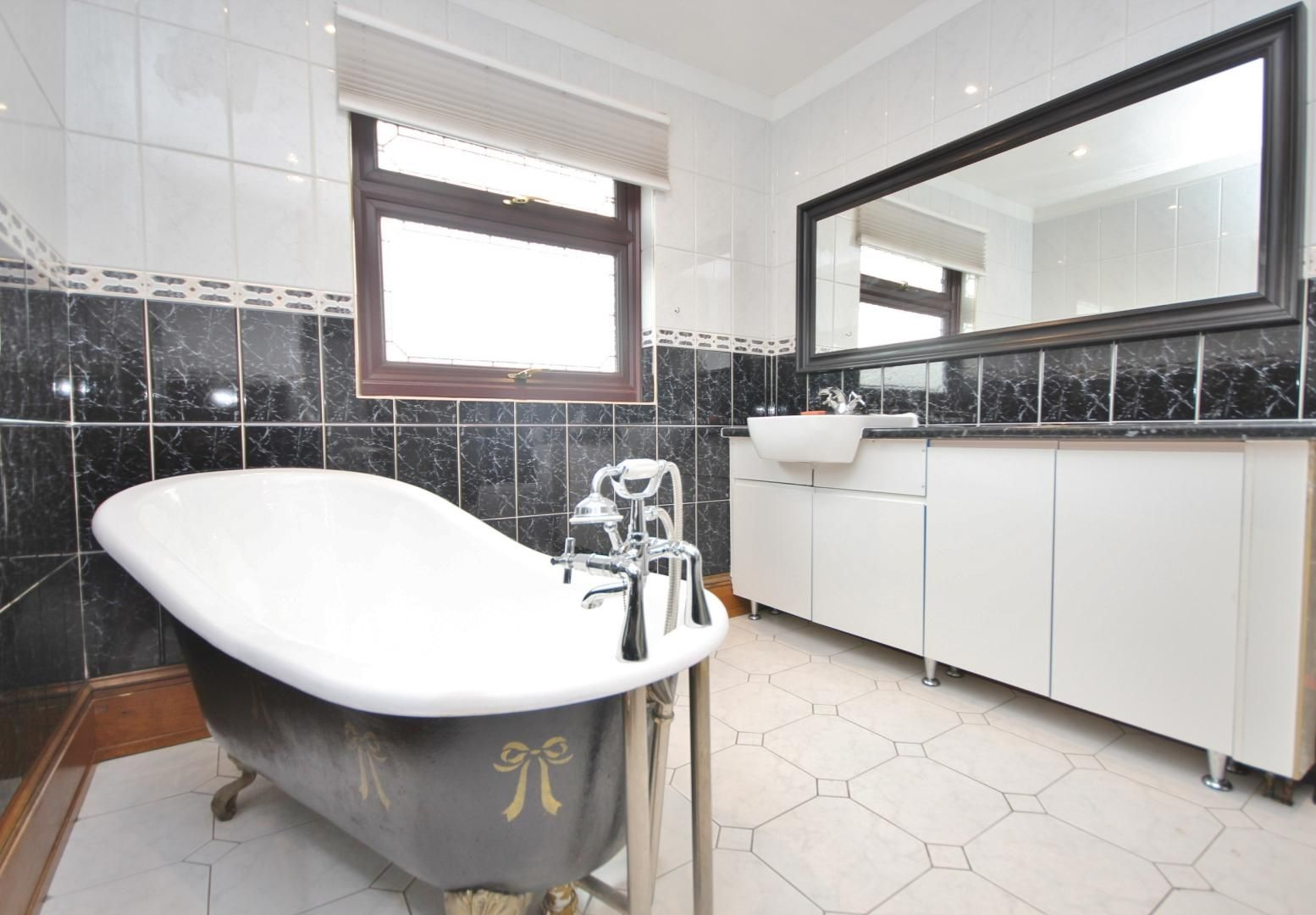 3 bed house to rent in Nelson Road  - Property Image 2