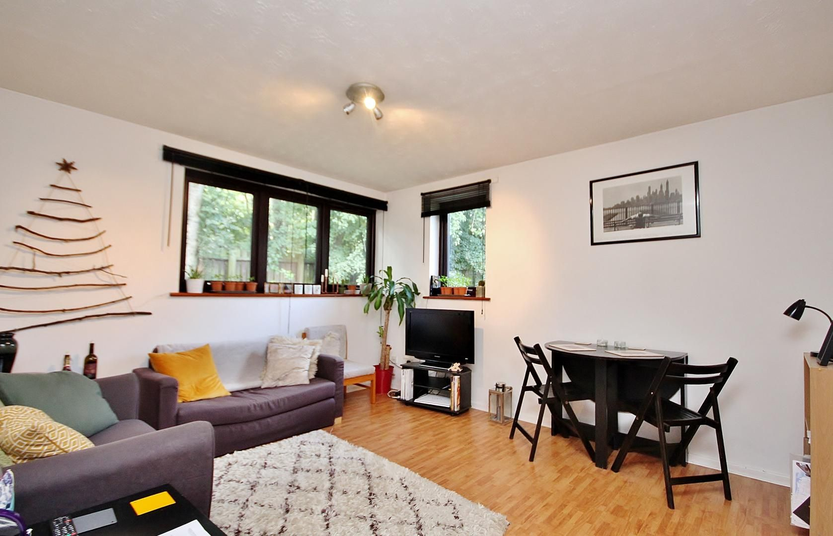 2 bed flat to rent in Acacia Road, NW8