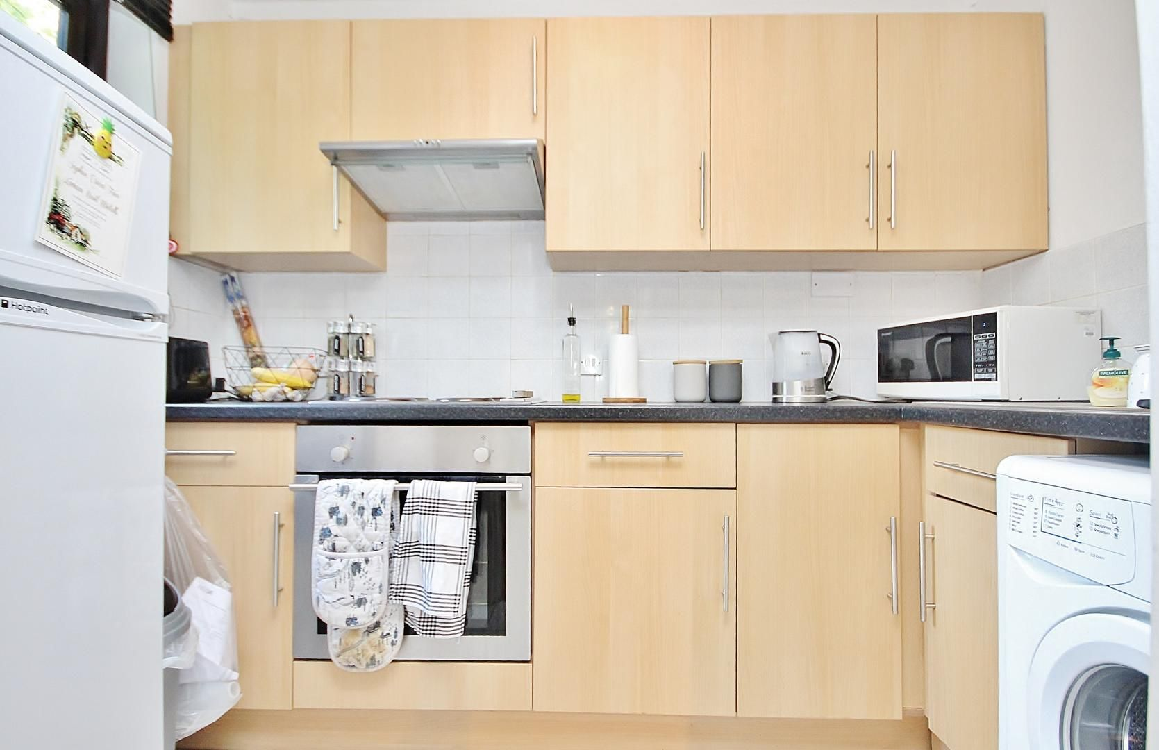 2 bed flat to rent in Acacia Road  - Property Image 4