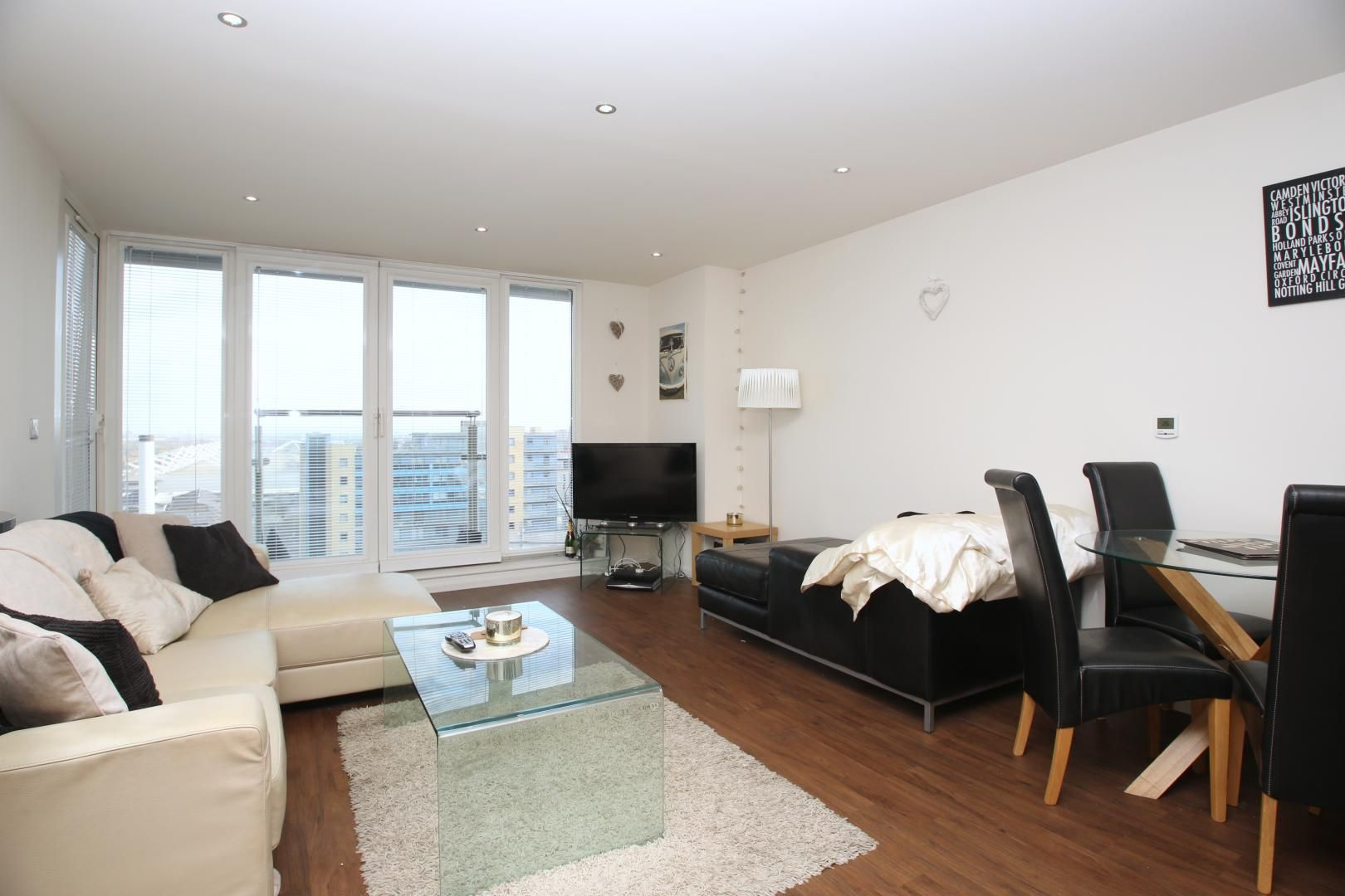 2 bed flat to rent in The Oxygen  - Property Image 5