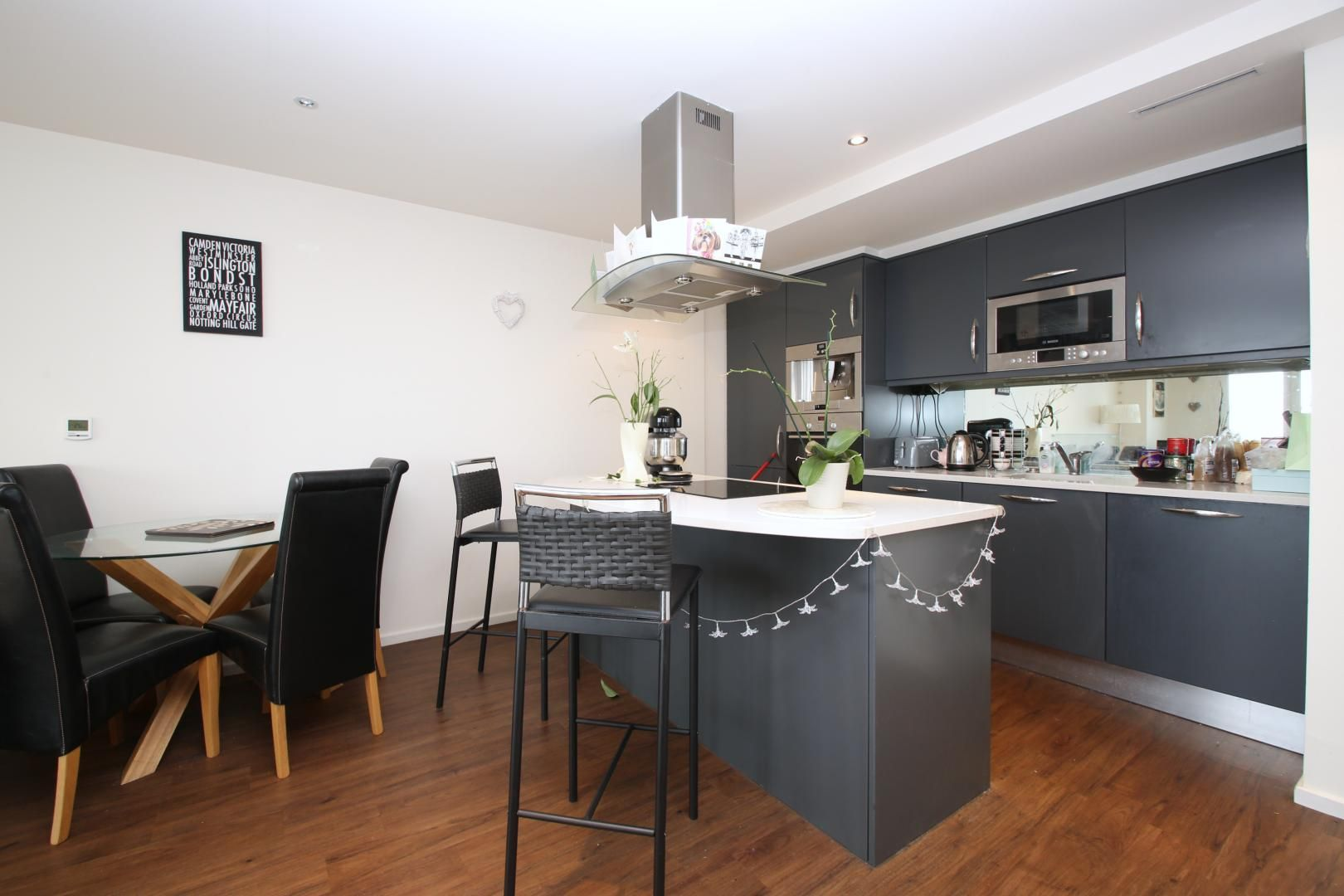 2 bed flat to rent in The Oxygen  - Property Image 6