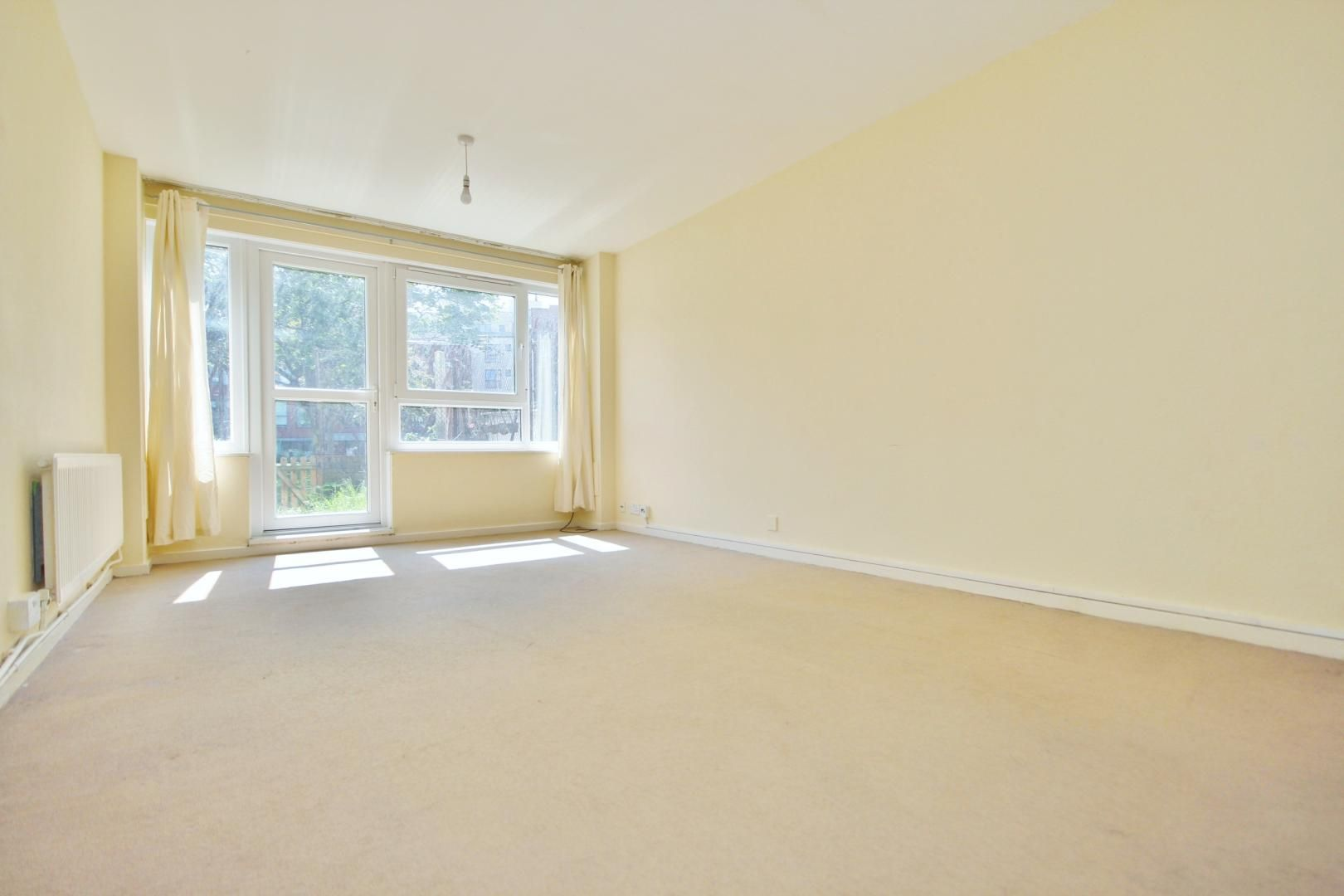 4 bed flat to rent in Perley House  - Property Image 1