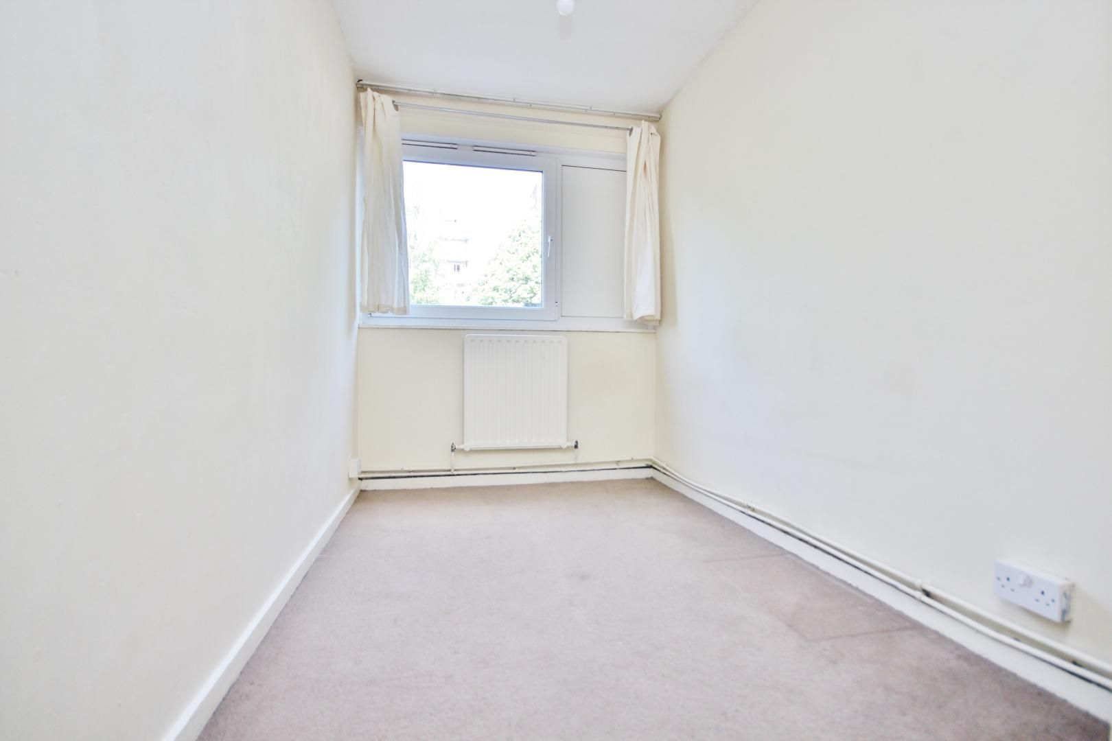4 bed flat to rent in Perley House  - Property Image 6