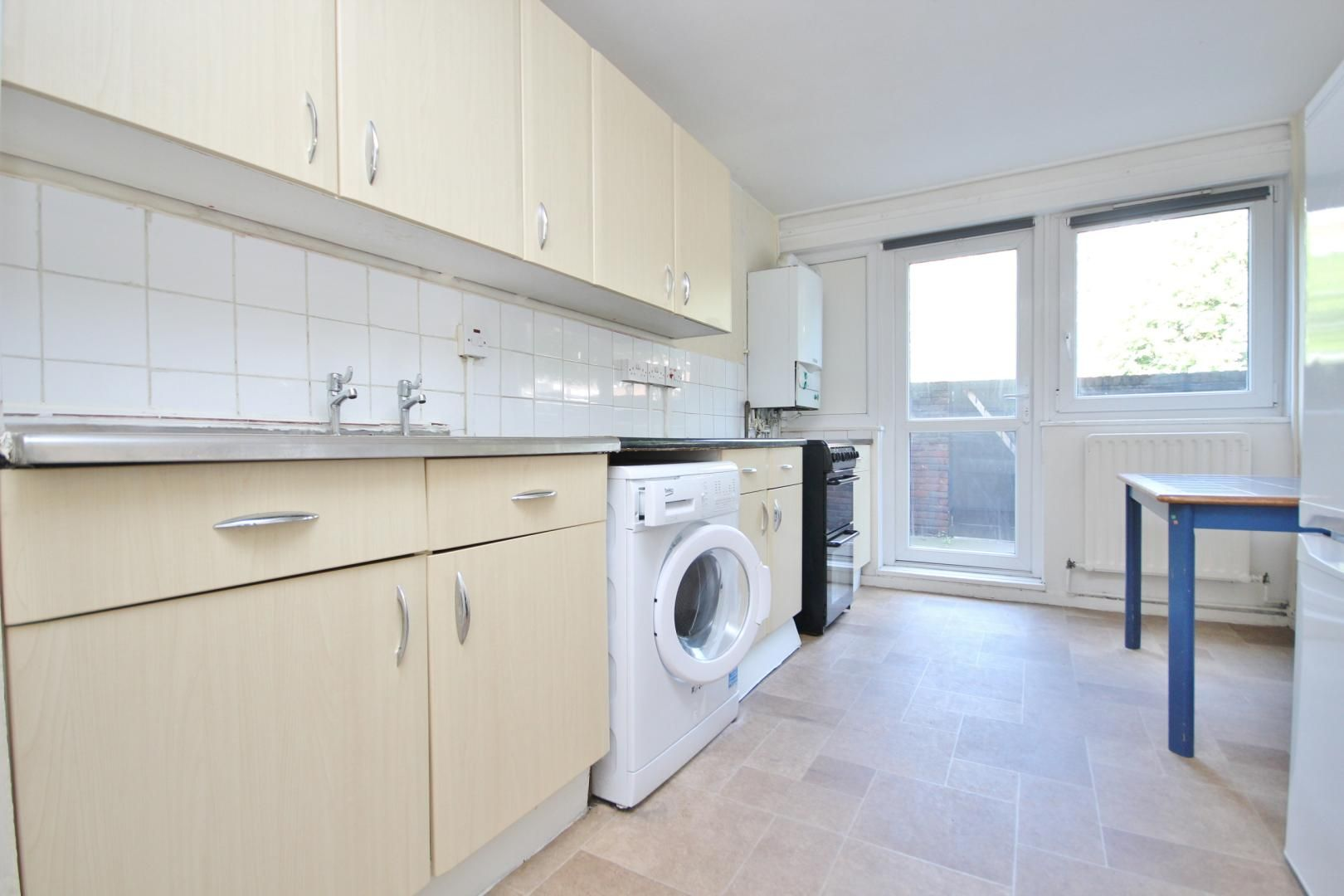 4 bed flat to rent in Perley House  - Property Image 8