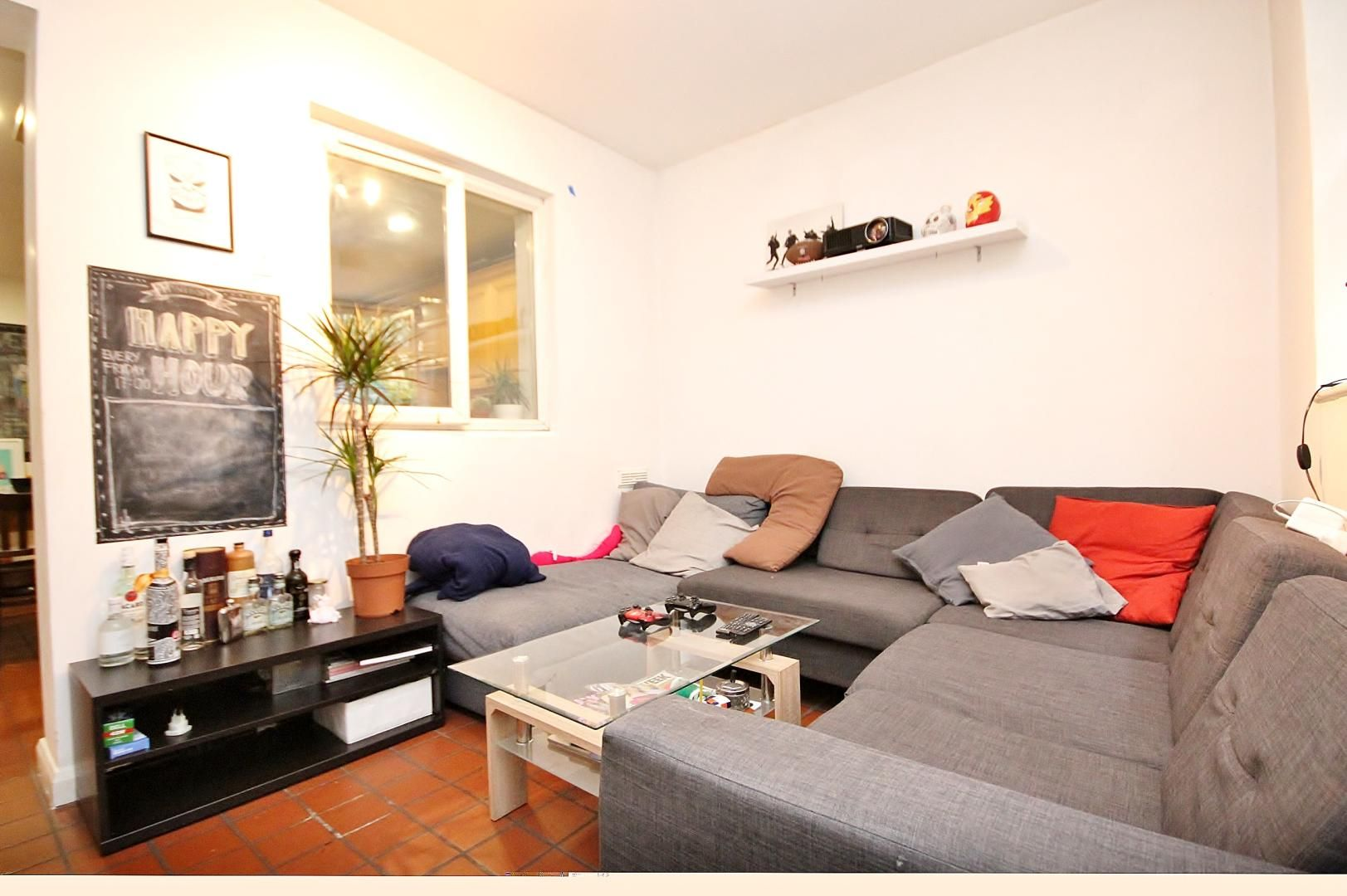 4 bed house to rent in Monthope Road  - Property Image 3