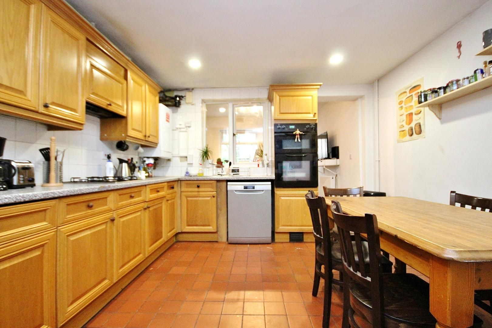 4 bed house to rent in Monthope Road  - Property Image 4