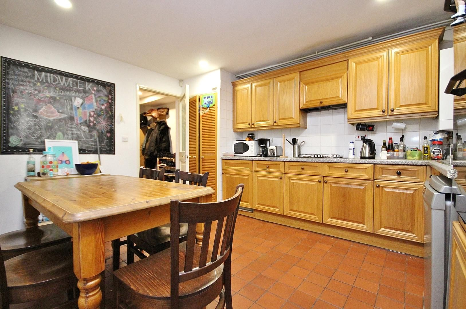 4 bed house to rent in Monthope Road  - Property Image 5
